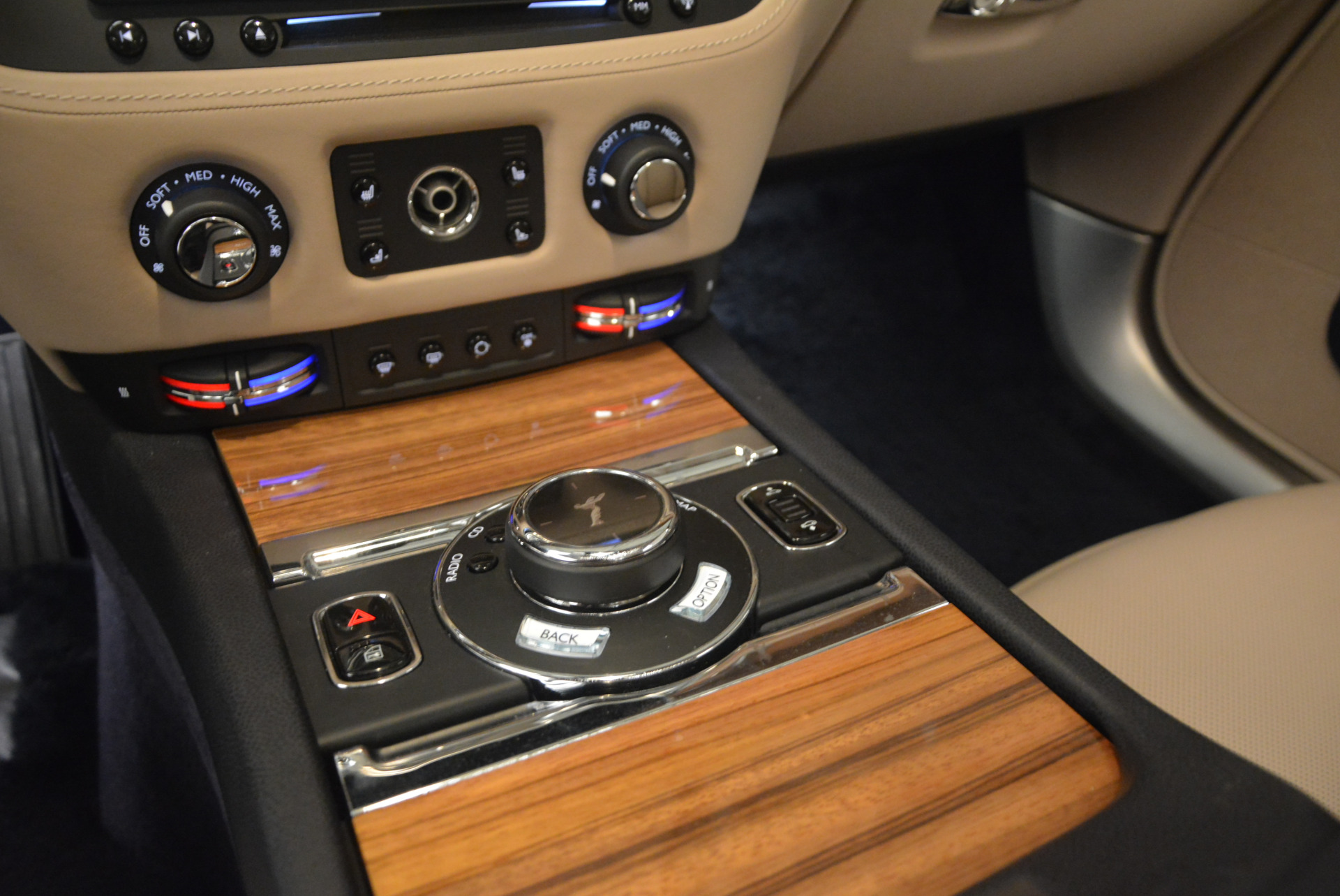Used 2015 Rolls-Royce Wraith  For Sale In Greenwich, CT 1013_p21