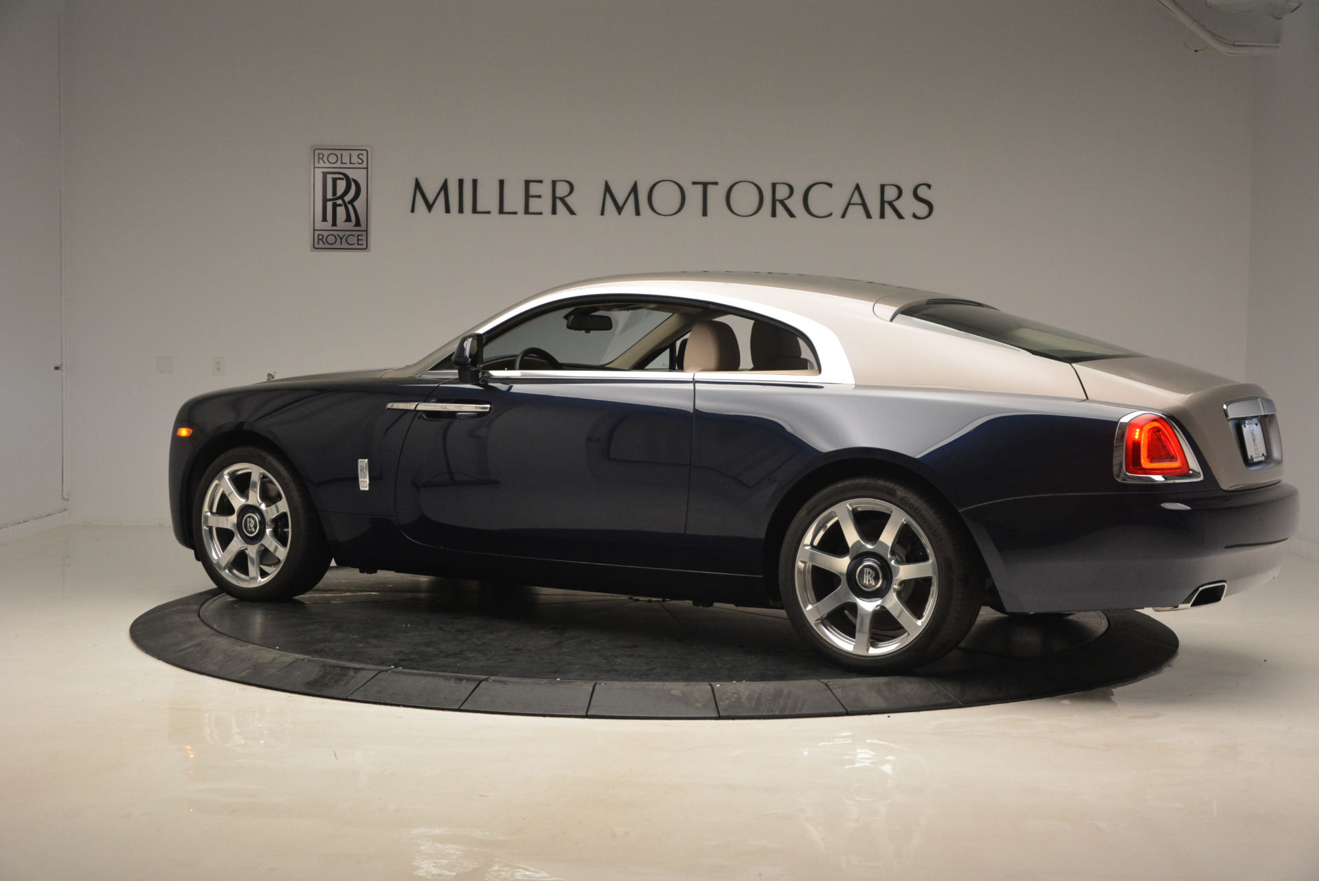Used 2015 Rolls-Royce Wraith  For Sale In Greenwich, CT 1013_p4