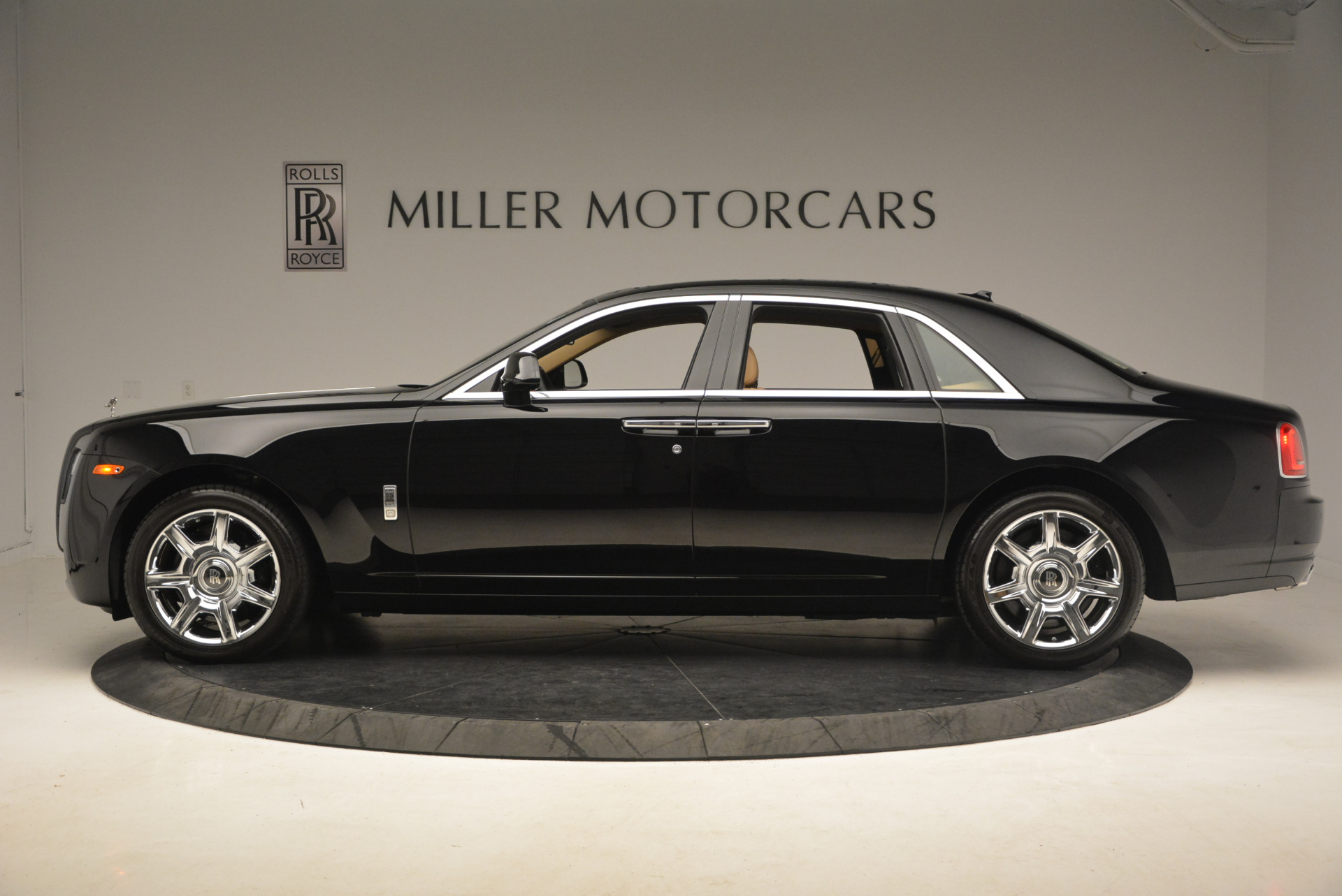 Used 2013 Rolls-Royce Ghost  For Sale In Greenwich, CT 1014_p3