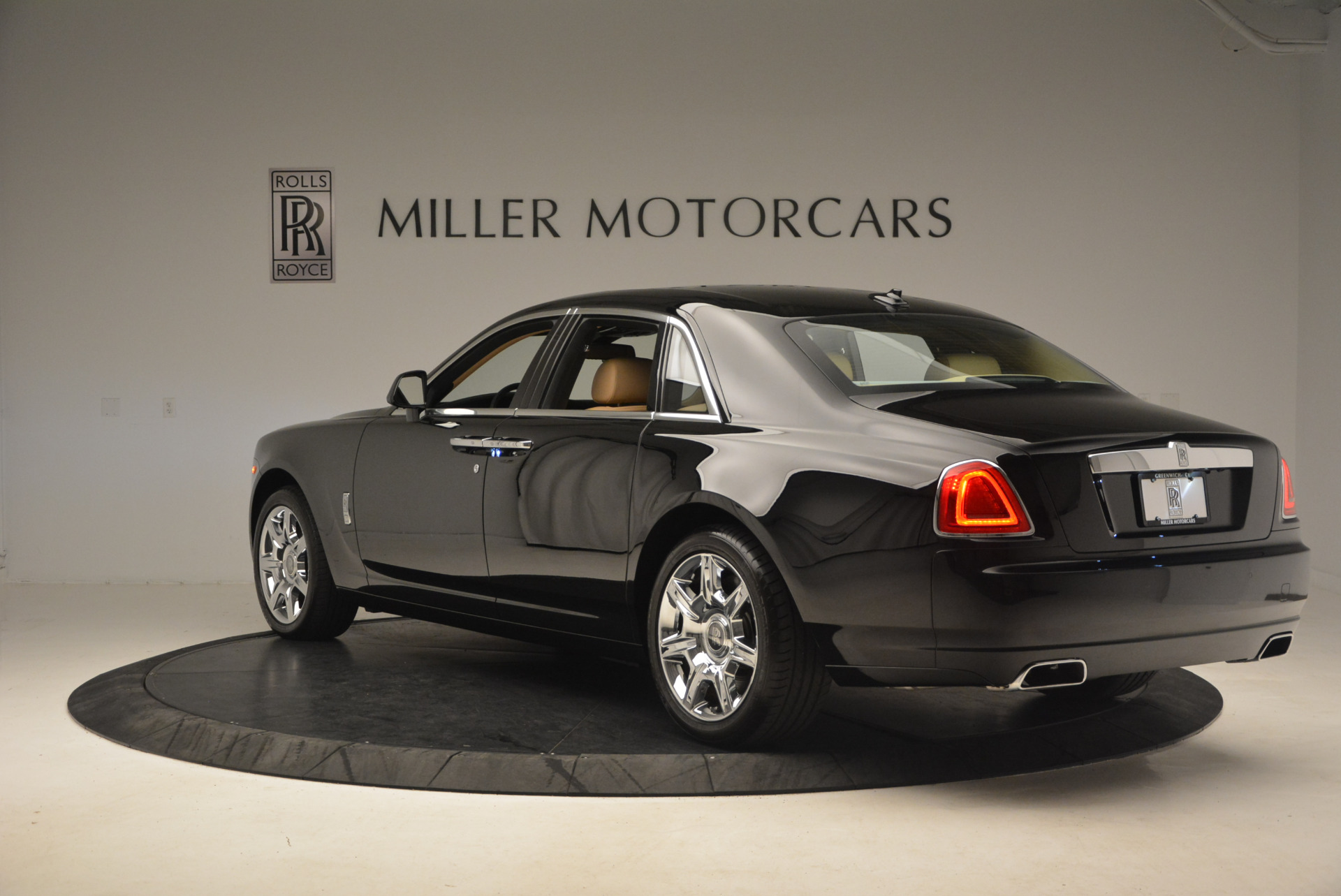 Used 2013 Rolls-Royce Ghost  For Sale In Greenwich, CT 1014_p4