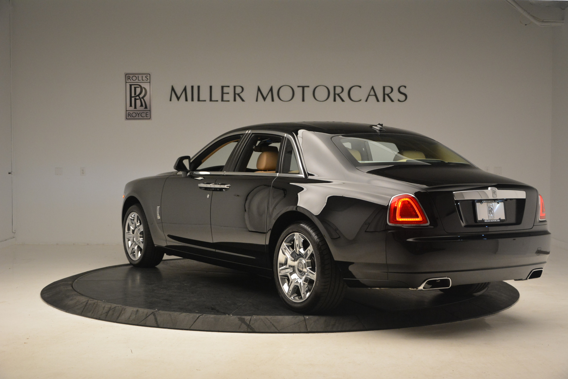 Used 2013 Rolls-Royce Ghost  For Sale In Greenwich, CT 1014_p5