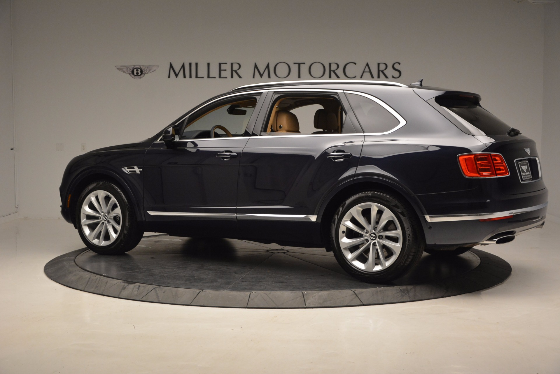 Used 2017 Bentley Bentayga W12 For Sale In Greenwich, CT 1077_p4