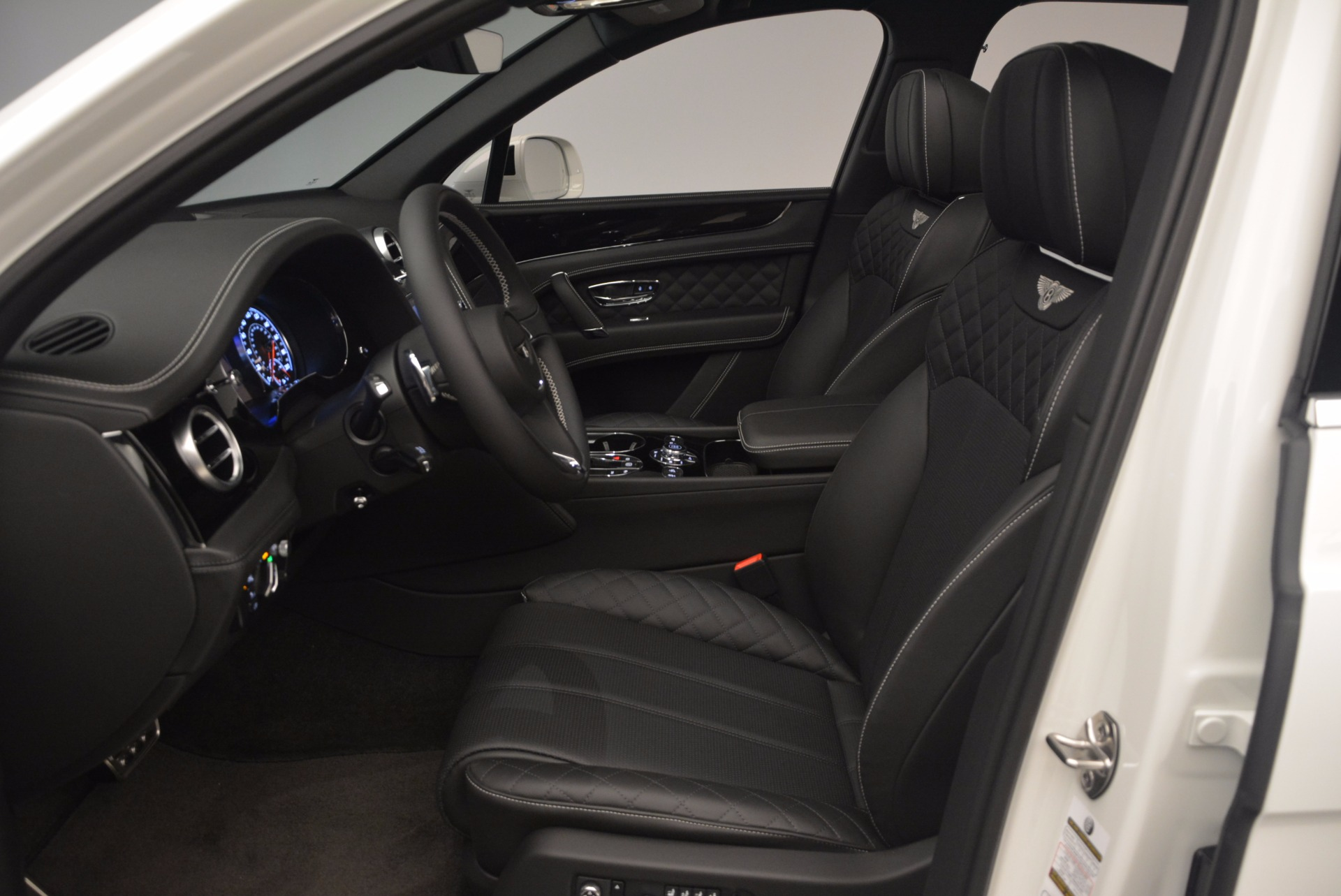 Used 2017 Bentley Bentayga  For Sale In Greenwich, CT 1091_p25