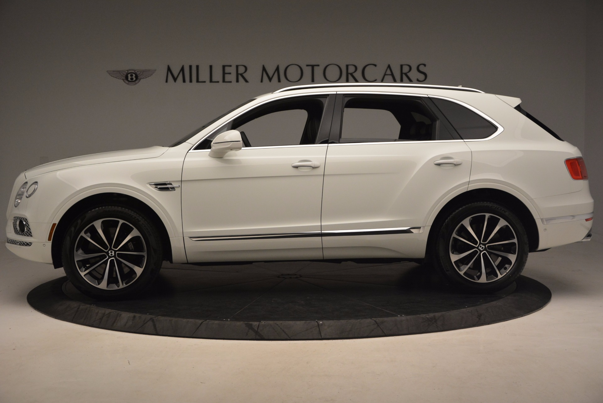 Used 2017 Bentley Bentayga  For Sale In Greenwich, CT 1091_p3