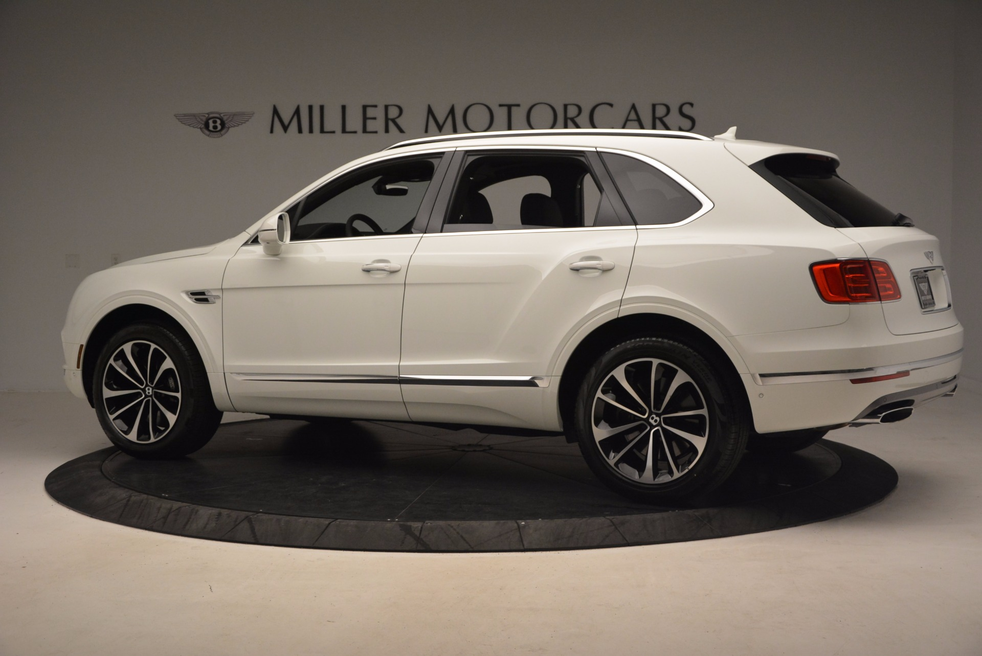 Used 2017 Bentley Bentayga  For Sale In Greenwich, CT 1091_p4