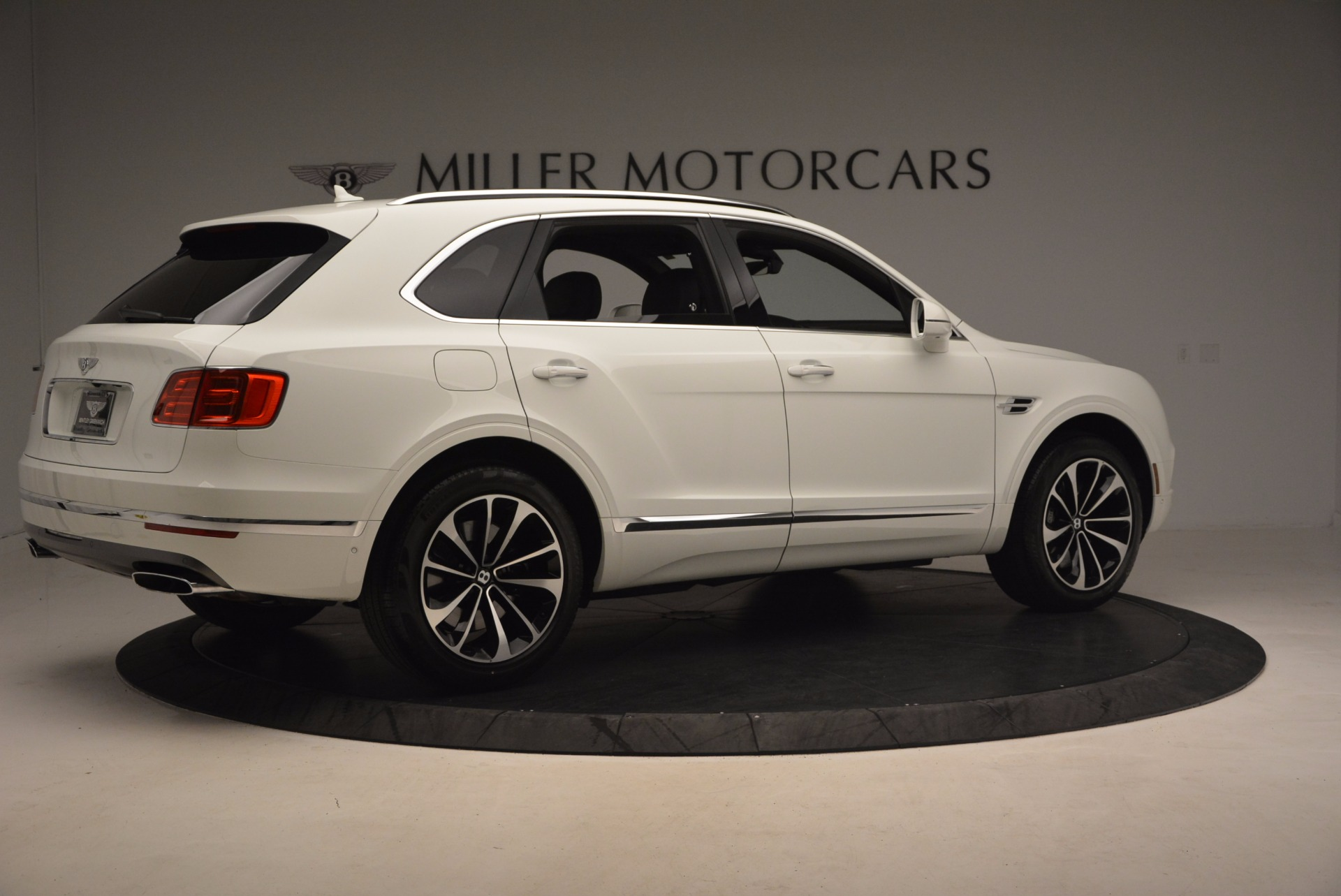 Used 2017 Bentley Bentayga  For Sale In Greenwich, CT 1091_p8