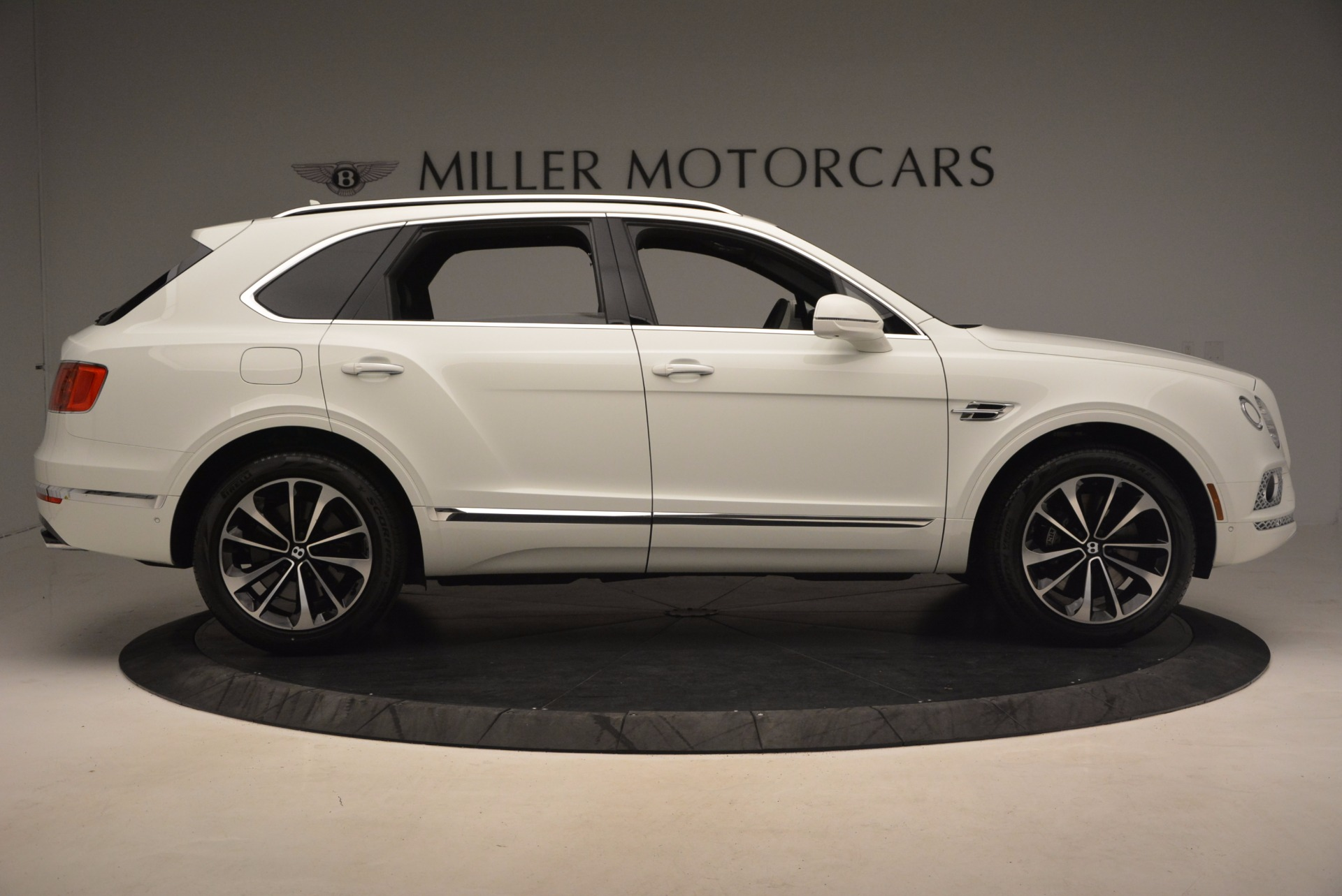 Used 2017 Bentley Bentayga  For Sale In Greenwich, CT 1091_p9