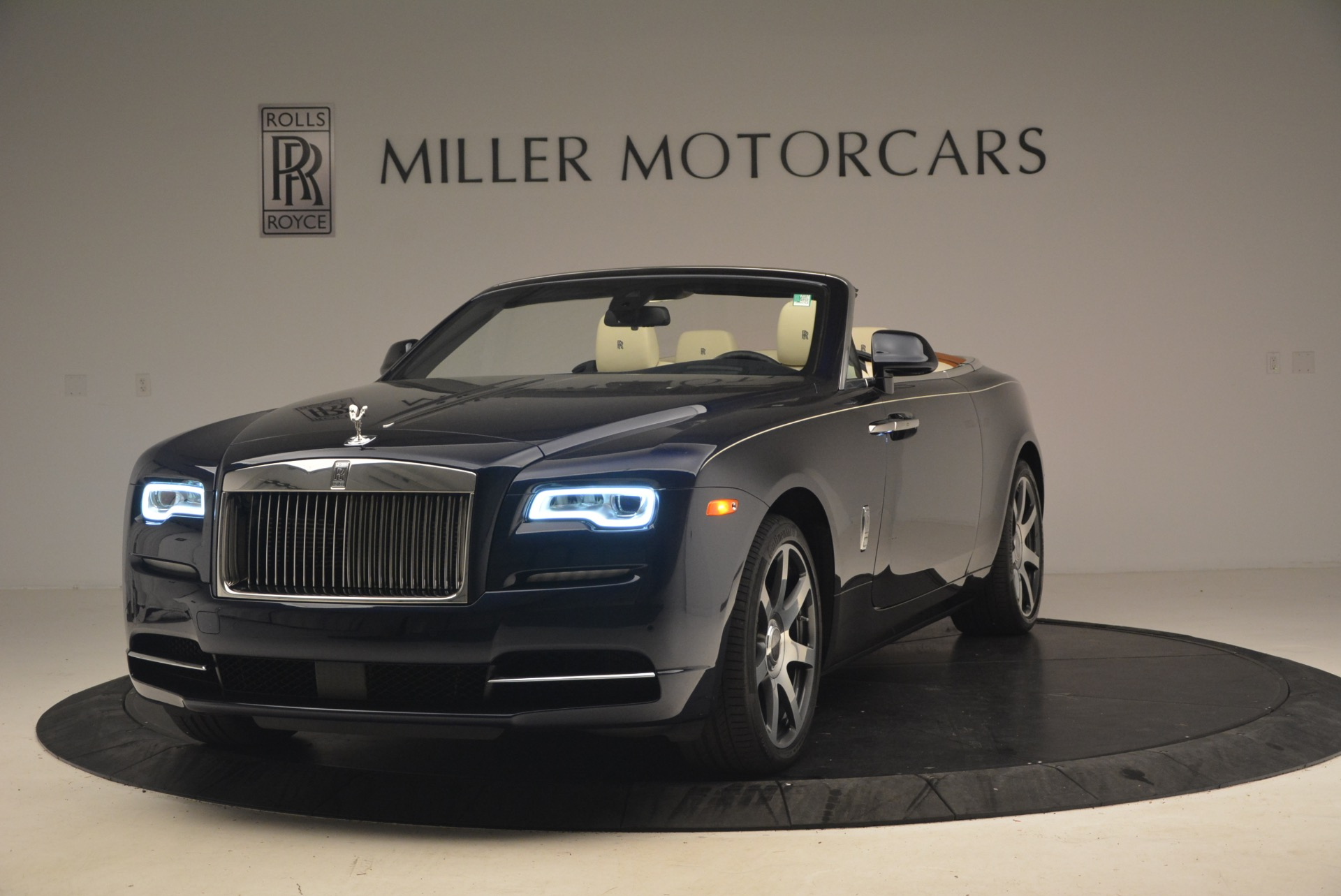 Used 2017 Rolls-Royce Dawn  For Sale In Greenwich, CT 1138_main