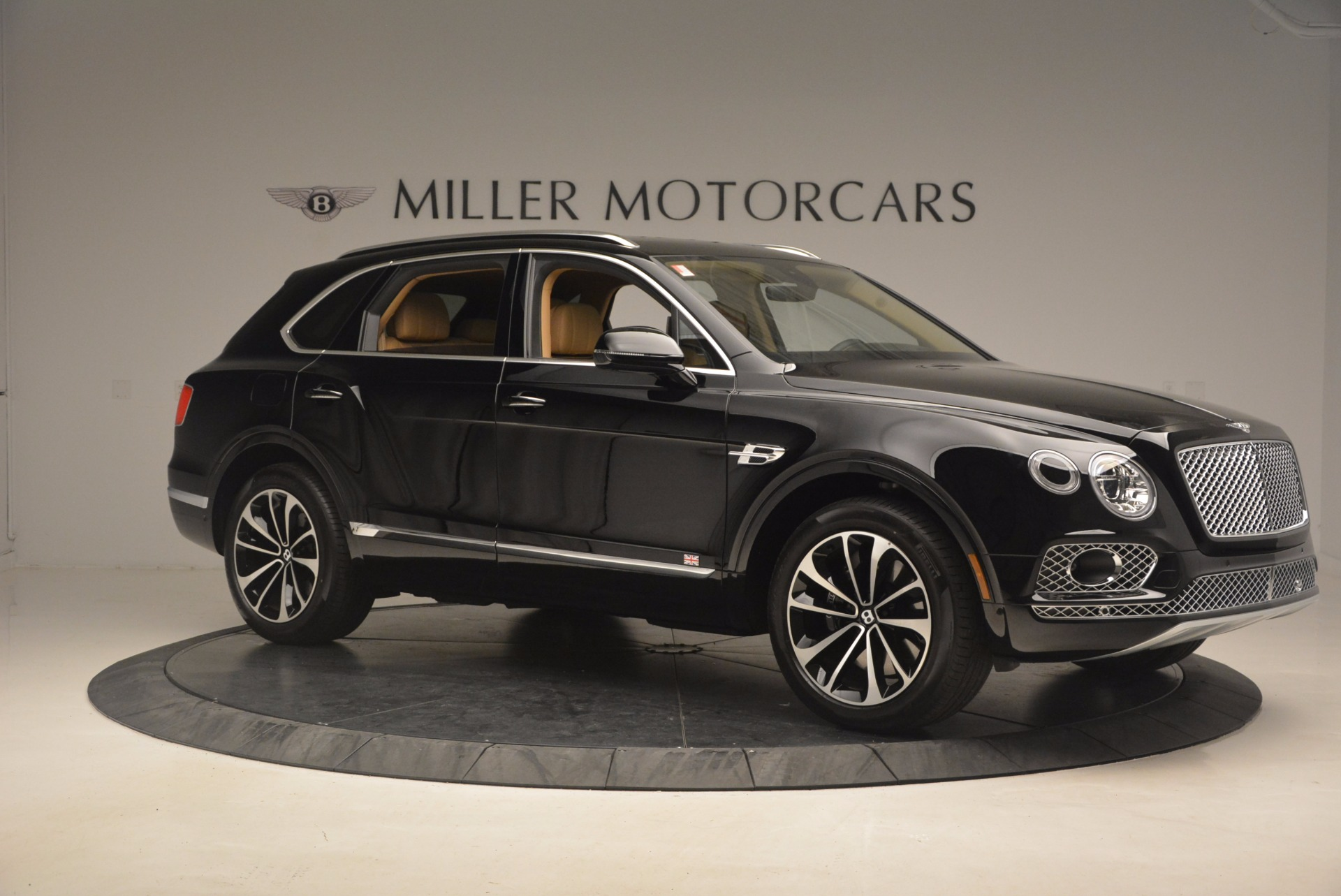Used 2017 Bentley Bentayga  For Sale In Greenwich, CT 1139_p10