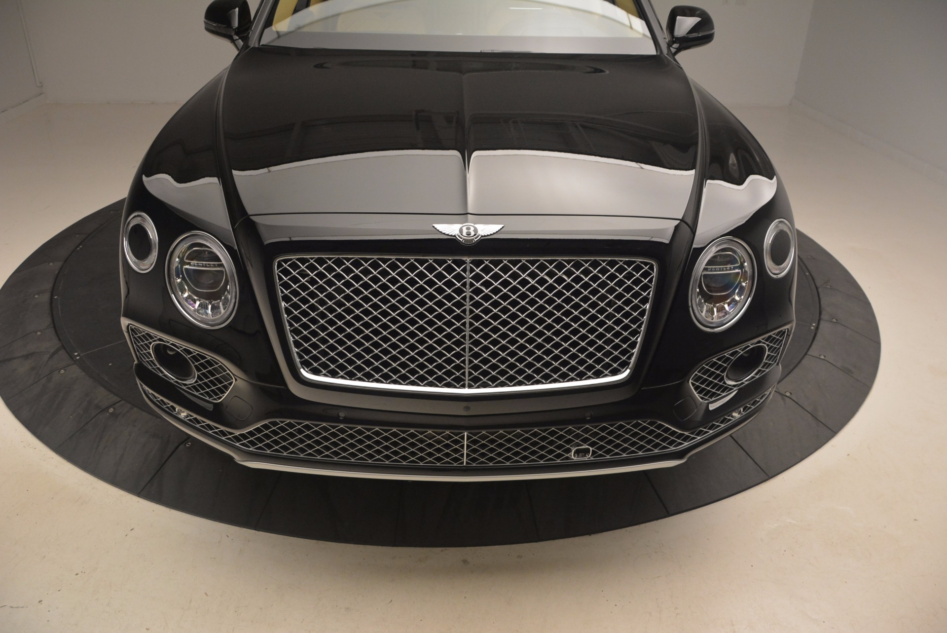 Used 2017 Bentley Bentayga  For Sale In Greenwich, CT 1139_p13