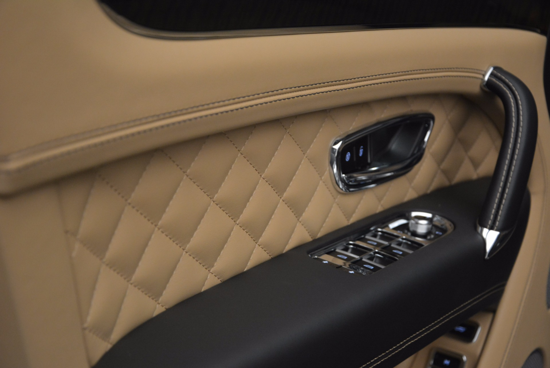 Used 2017 Bentley Bentayga  For Sale In Greenwich, CT 1139_p26