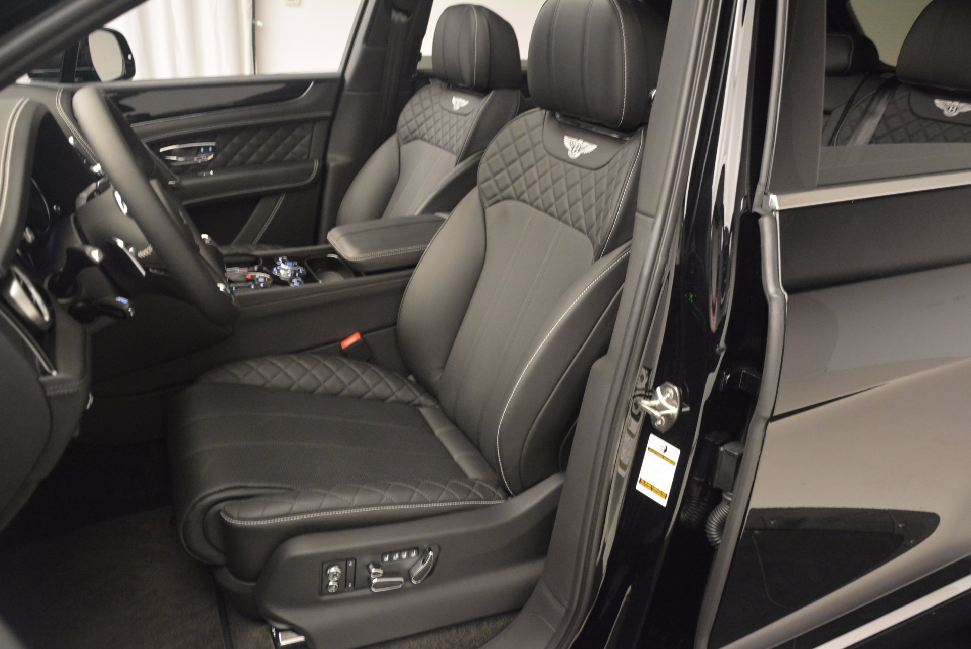 New 2017 Bentley Bentayga  For Sale In Greenwich, CT 1140_p28
