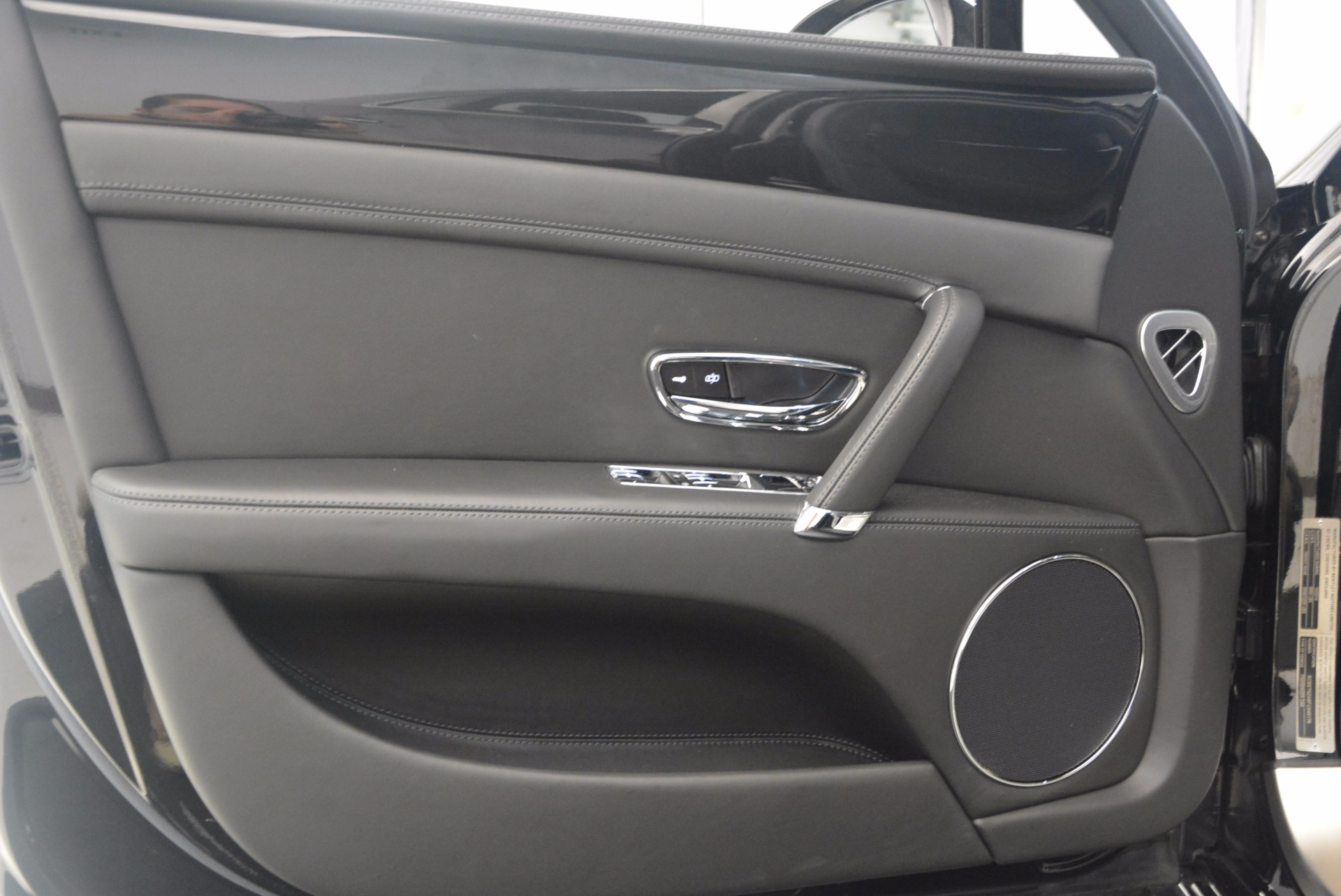 Used 2015 Bentley Flying Spur V8 For Sale In Greenwich, CT 1199_p20