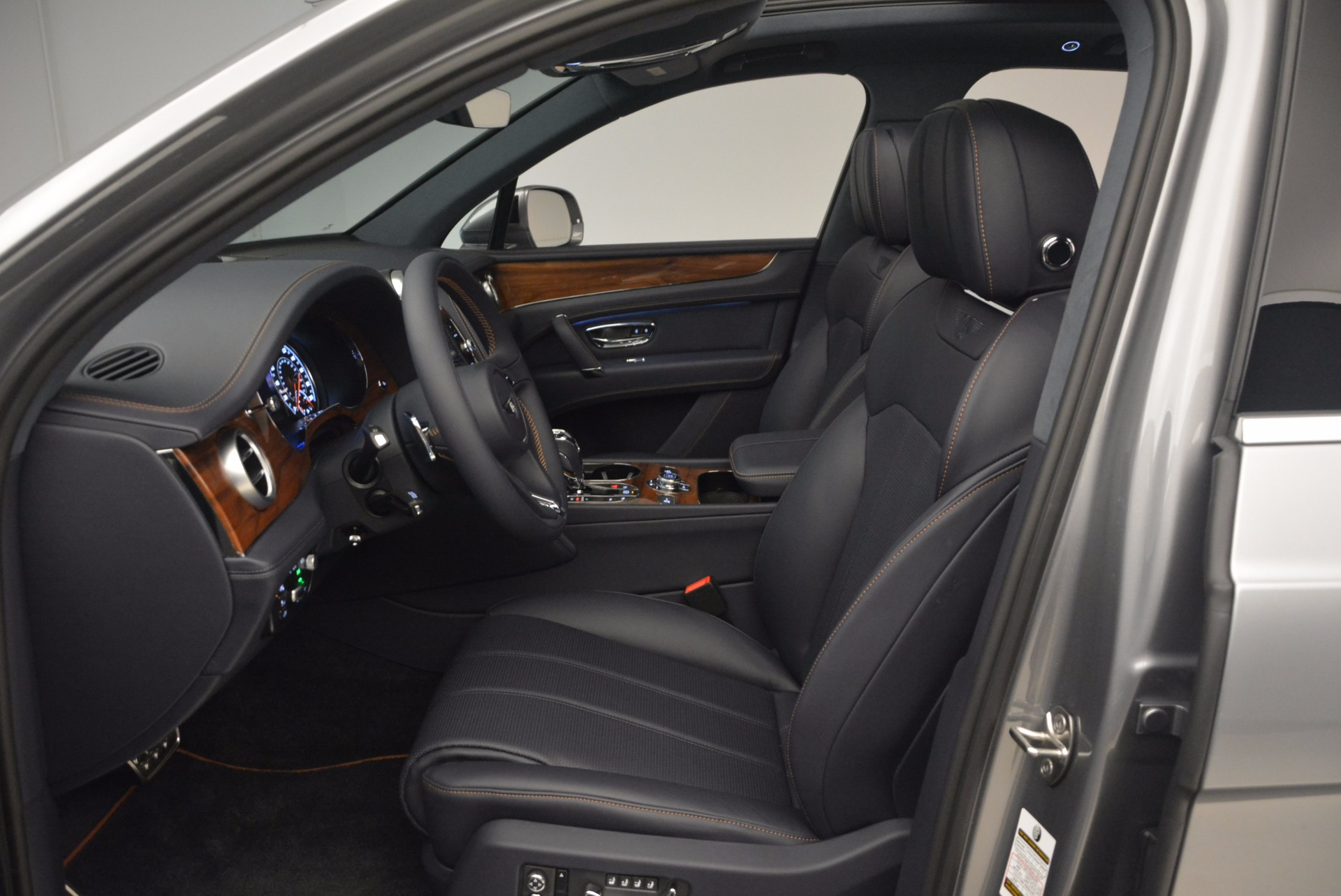 New 2018 Bentley Bentayga Onyx For Sale In Greenwich, CT 1220_p24