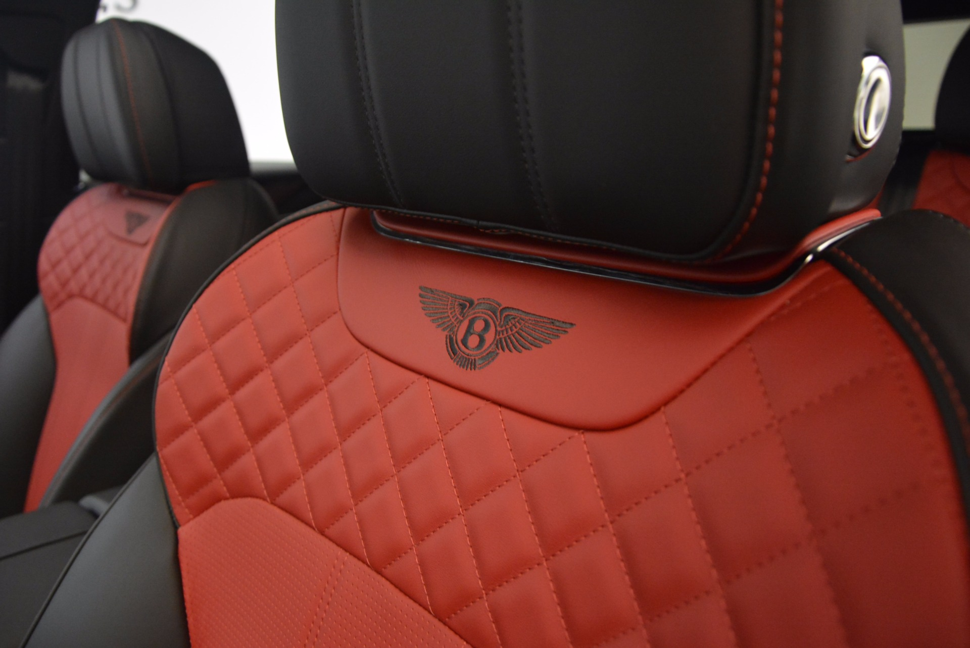 New 2018 Bentley Bentayga Black Edition For Sale In Greenwich, CT 1221_p38
