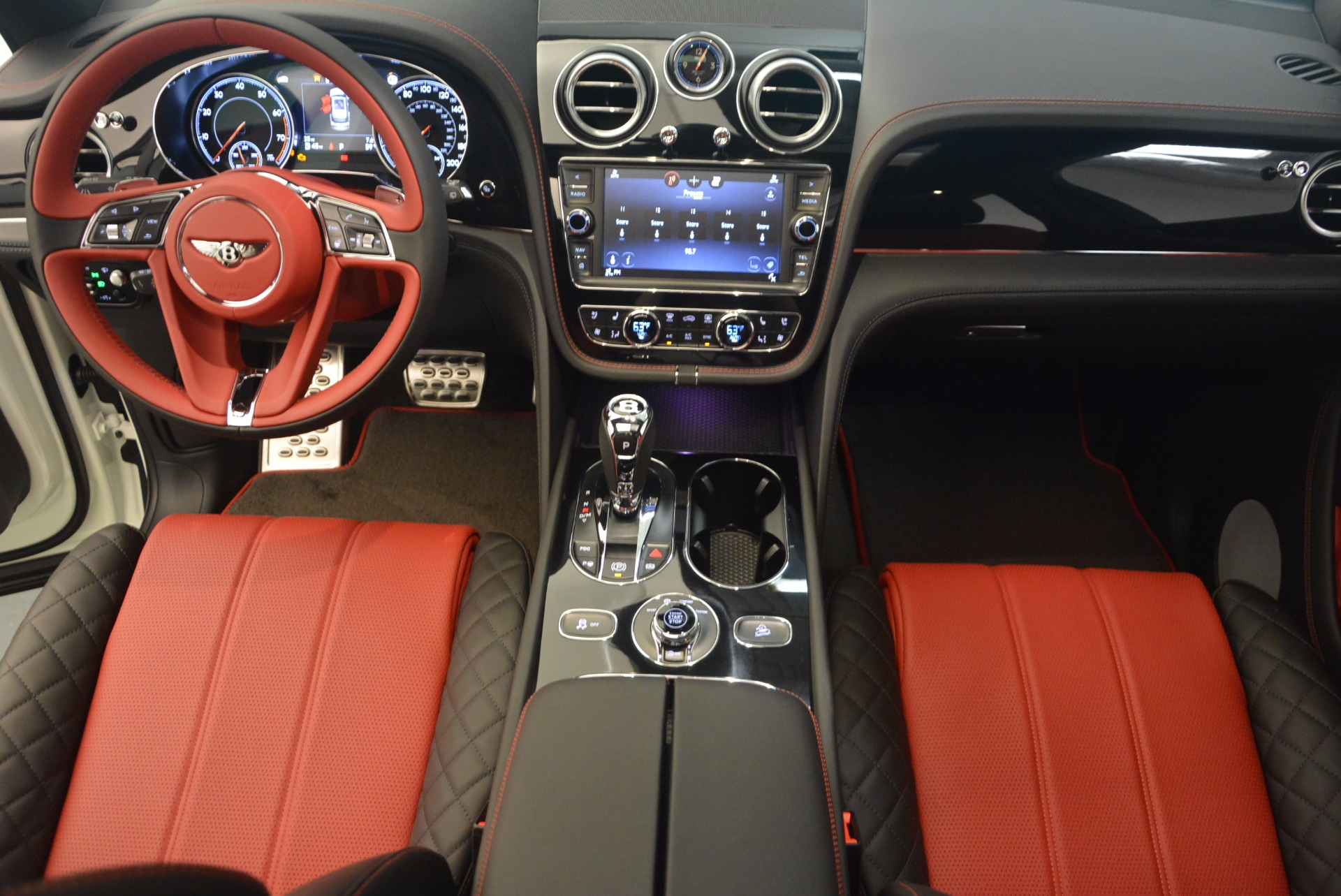 New 2018 Bentley Bentayga Black Edition For Sale In Greenwich, CT 1221_p39