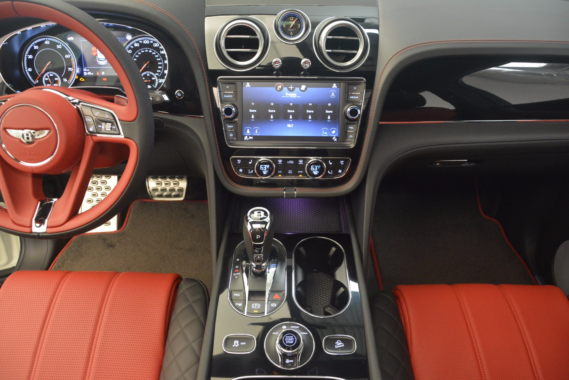 New 2018 Bentley Bentayga Black Edition For Sale In Greenwich, CT 1221_p40