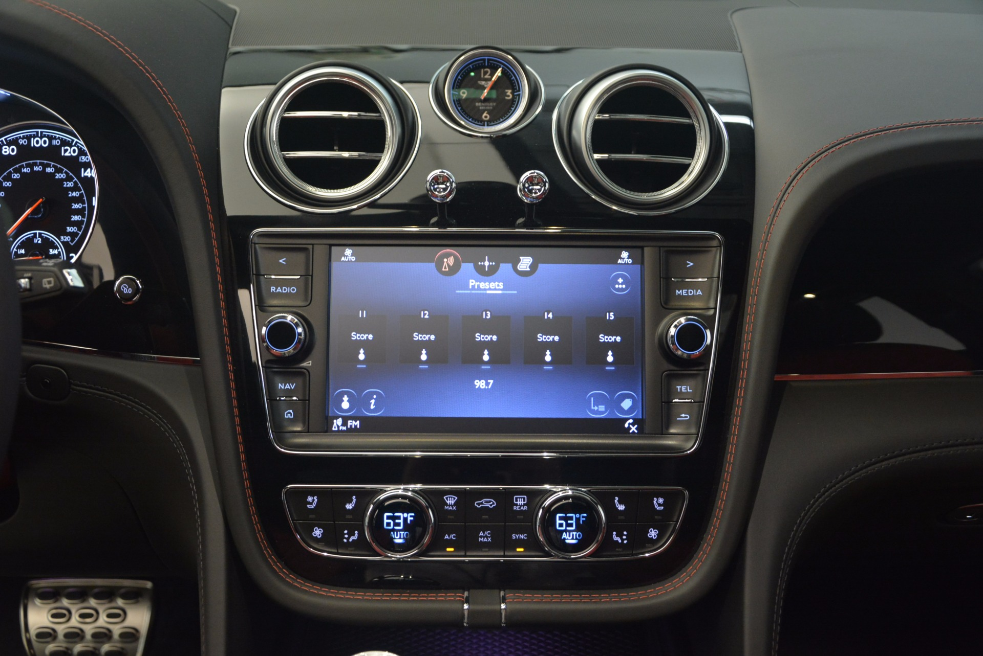 New 2018 Bentley Bentayga Black Edition For Sale In Greenwich, CT 1221_p43