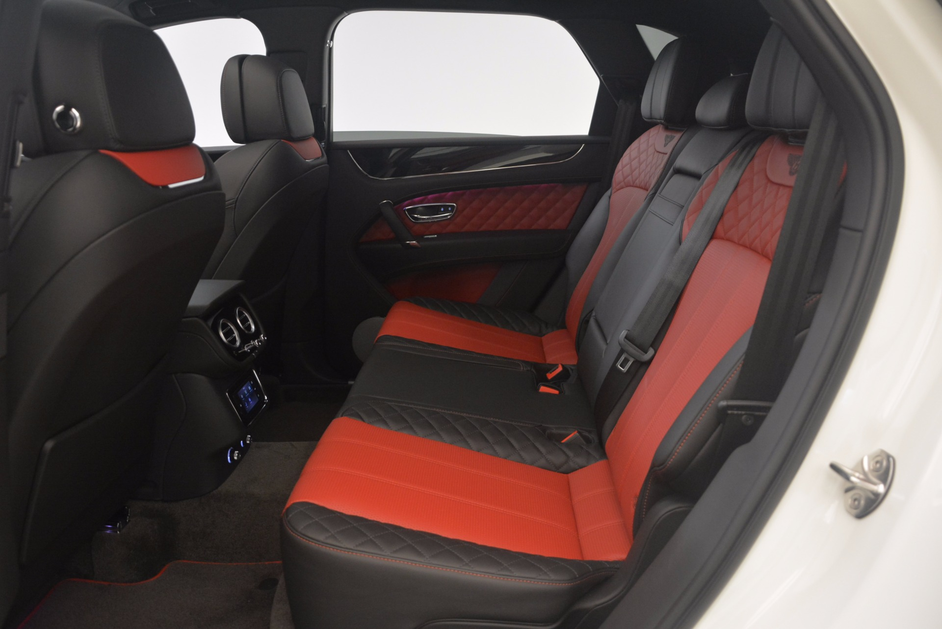 New 2018 Bentley Bentayga Black Edition For Sale In Greenwich, CT 1221_p48