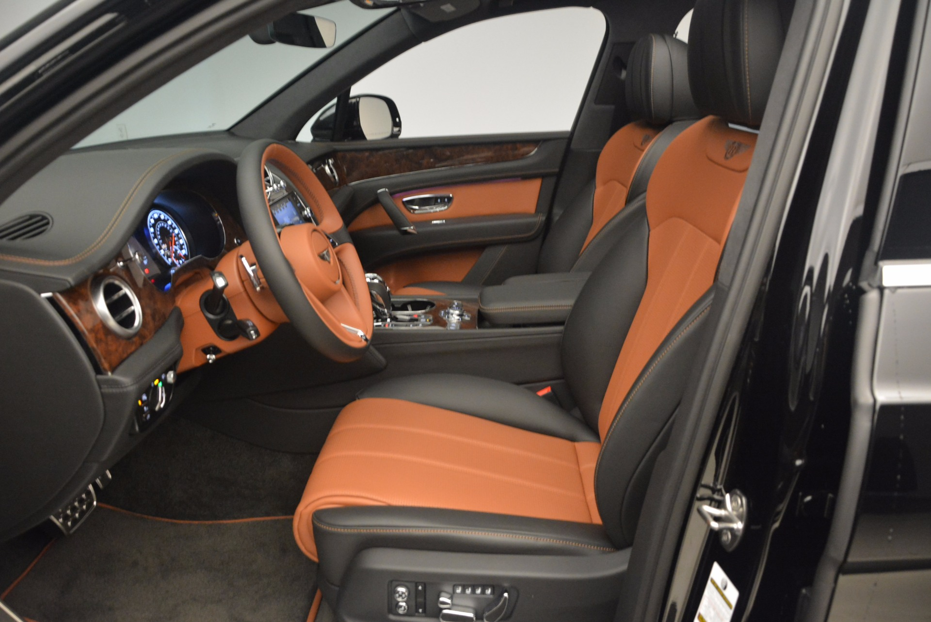 New 2018 Bentley Bentayga Activity Edition-Now with seating for 7!!! For Sale In Greenwich, CT 1255_p23