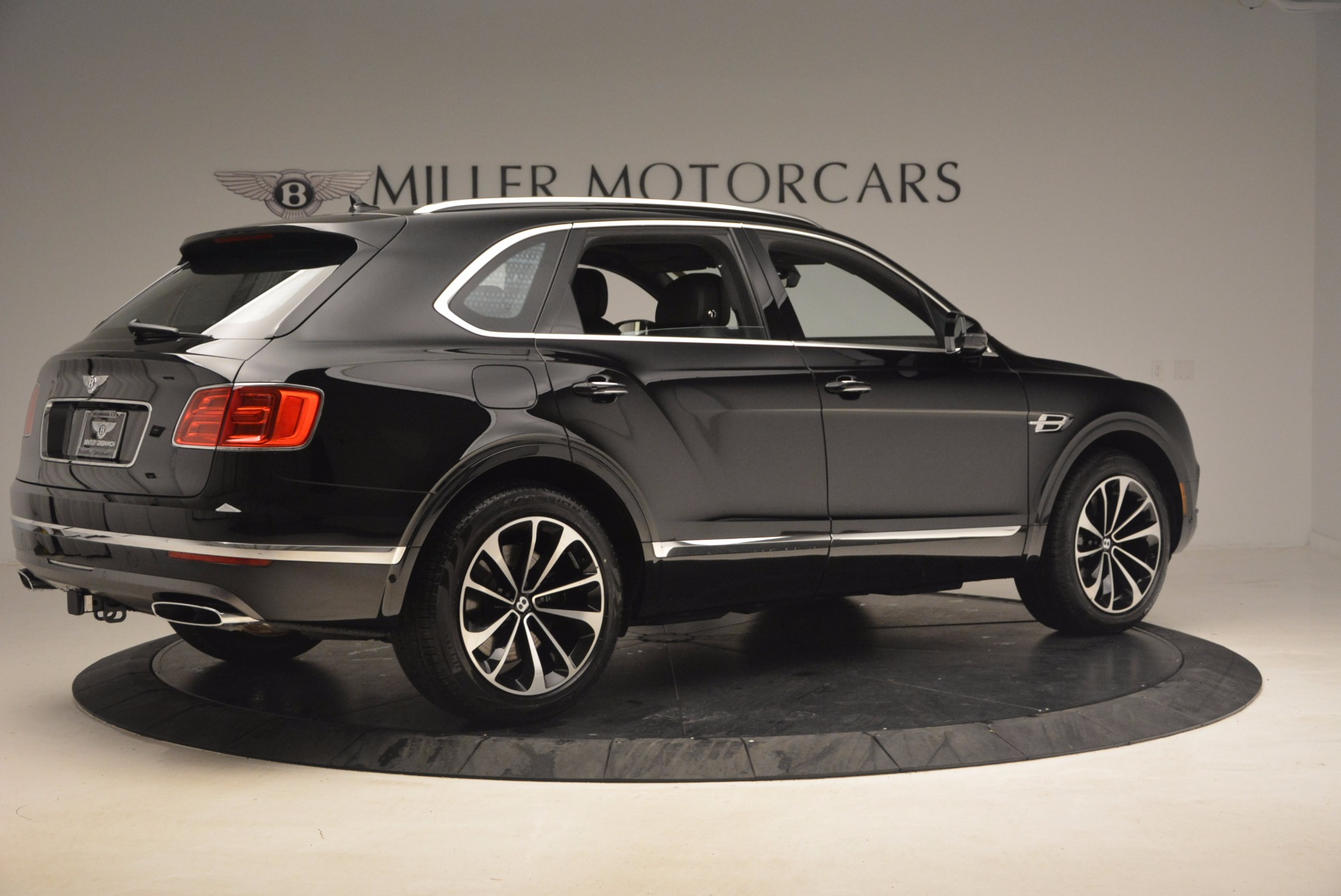 New 2018 Bentley Bentayga Activity Edition-Now with seating for 7!!! For Sale In Greenwich, CT 1255_p8