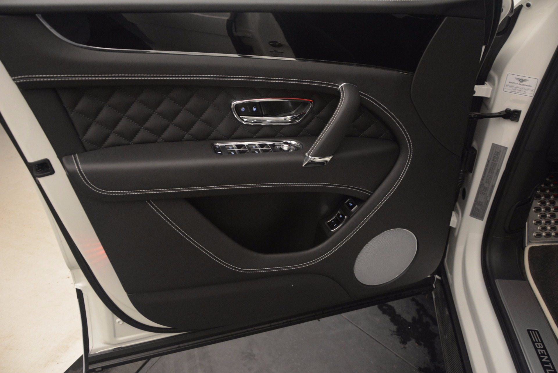 New 2018 Bentley Bentayga Black Edition For Sale In Greenwich, CT 1260_p24