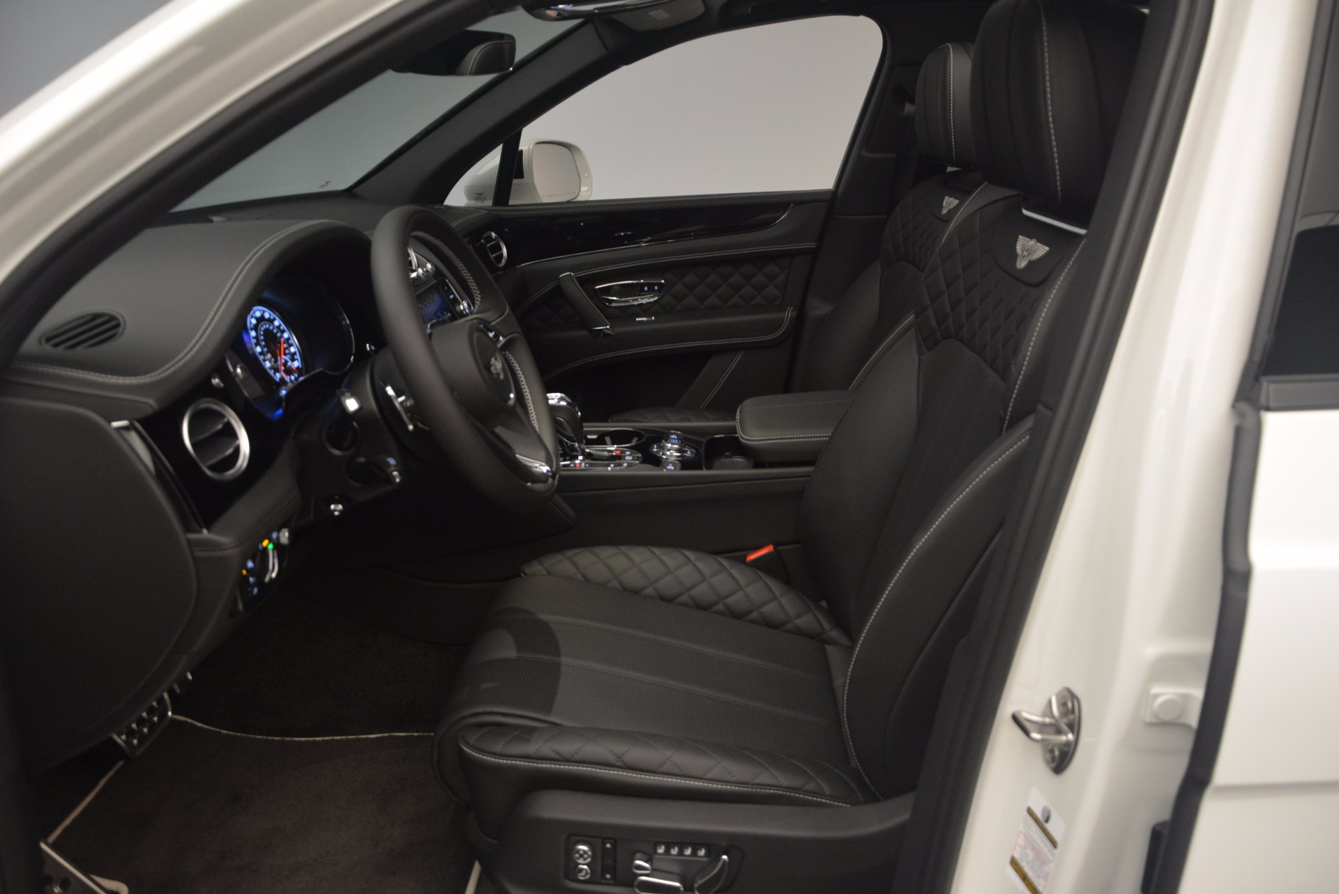 New 2018 Bentley Bentayga Black Edition For Sale In Greenwich, CT 1260_p26