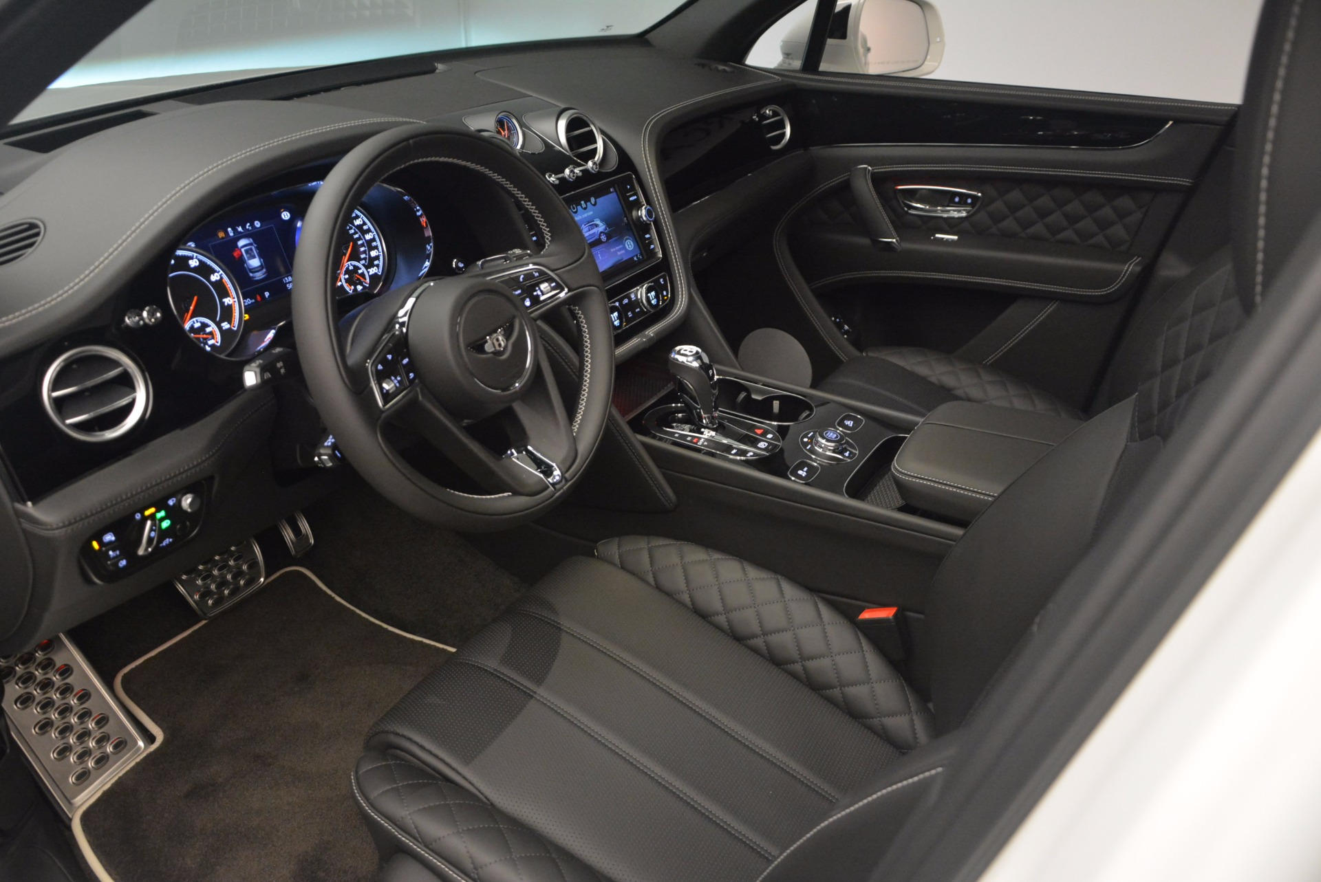 New 2018 Bentley Bentayga Black Edition For Sale In Greenwich, CT 1260_p27