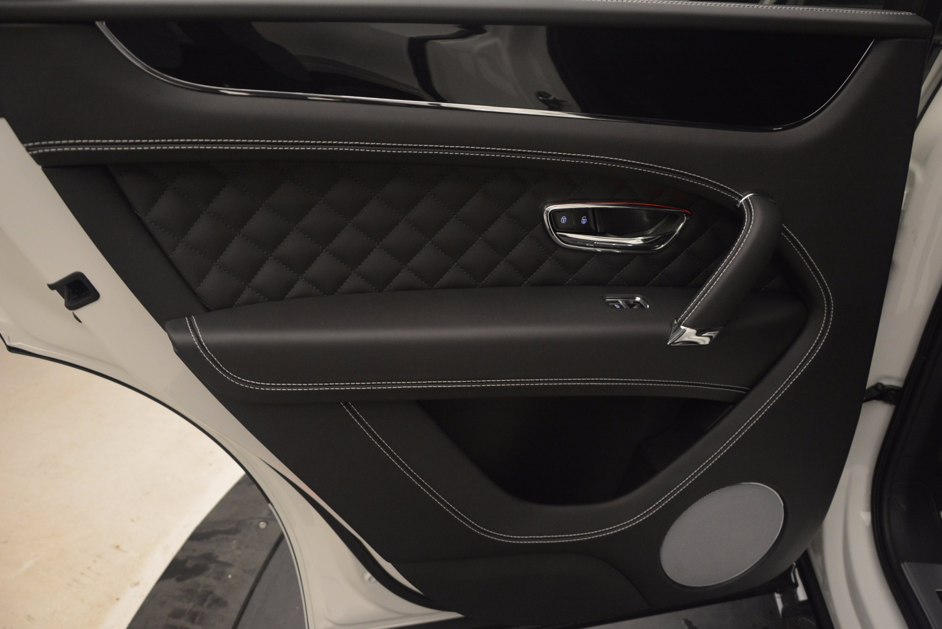 New 2018 Bentley Bentayga Black Edition For Sale In Greenwich, CT 1260_p32