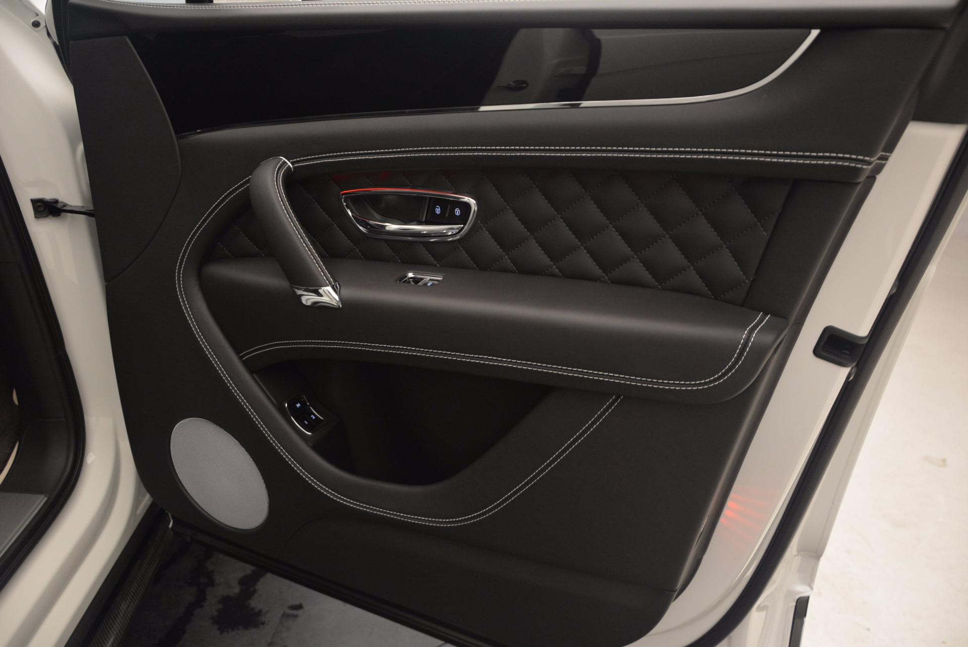 New 2018 Bentley Bentayga Black Edition For Sale In Greenwich, CT 1260_p41