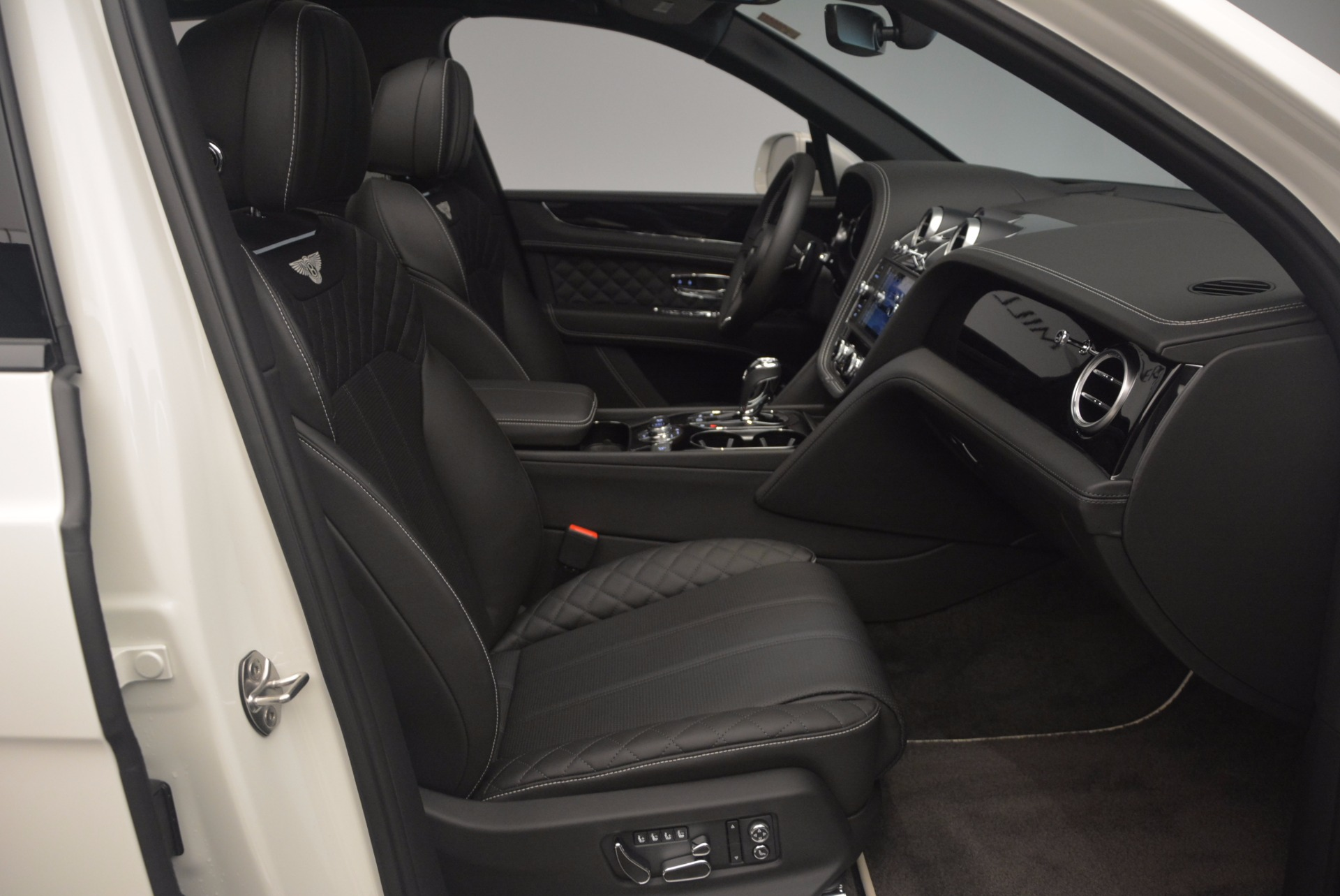 New 2018 Bentley Bentayga Black Edition For Sale In Greenwich, CT 1260_p43