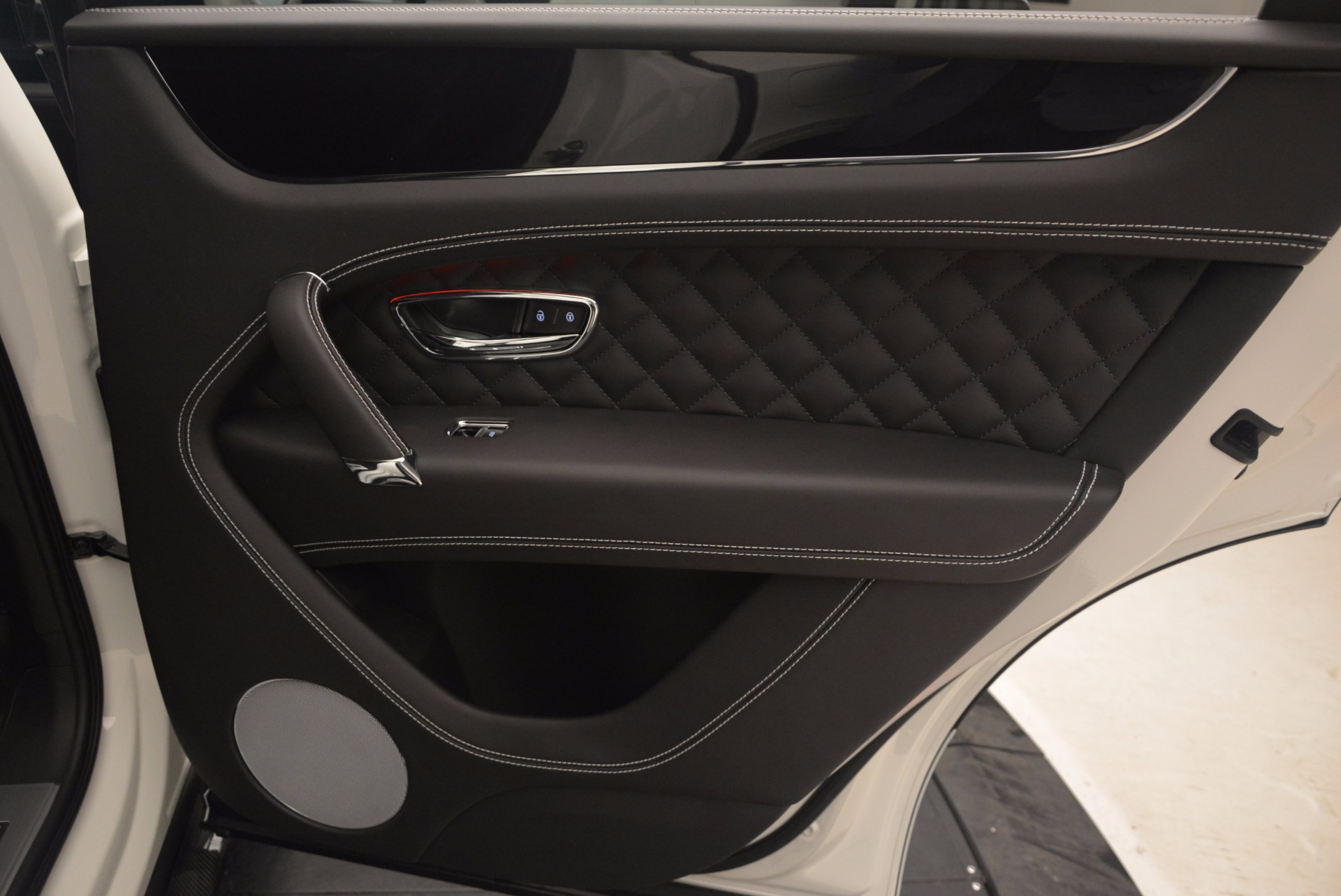 New 2018 Bentley Bentayga Black Edition For Sale In Greenwich, CT 1260_p46