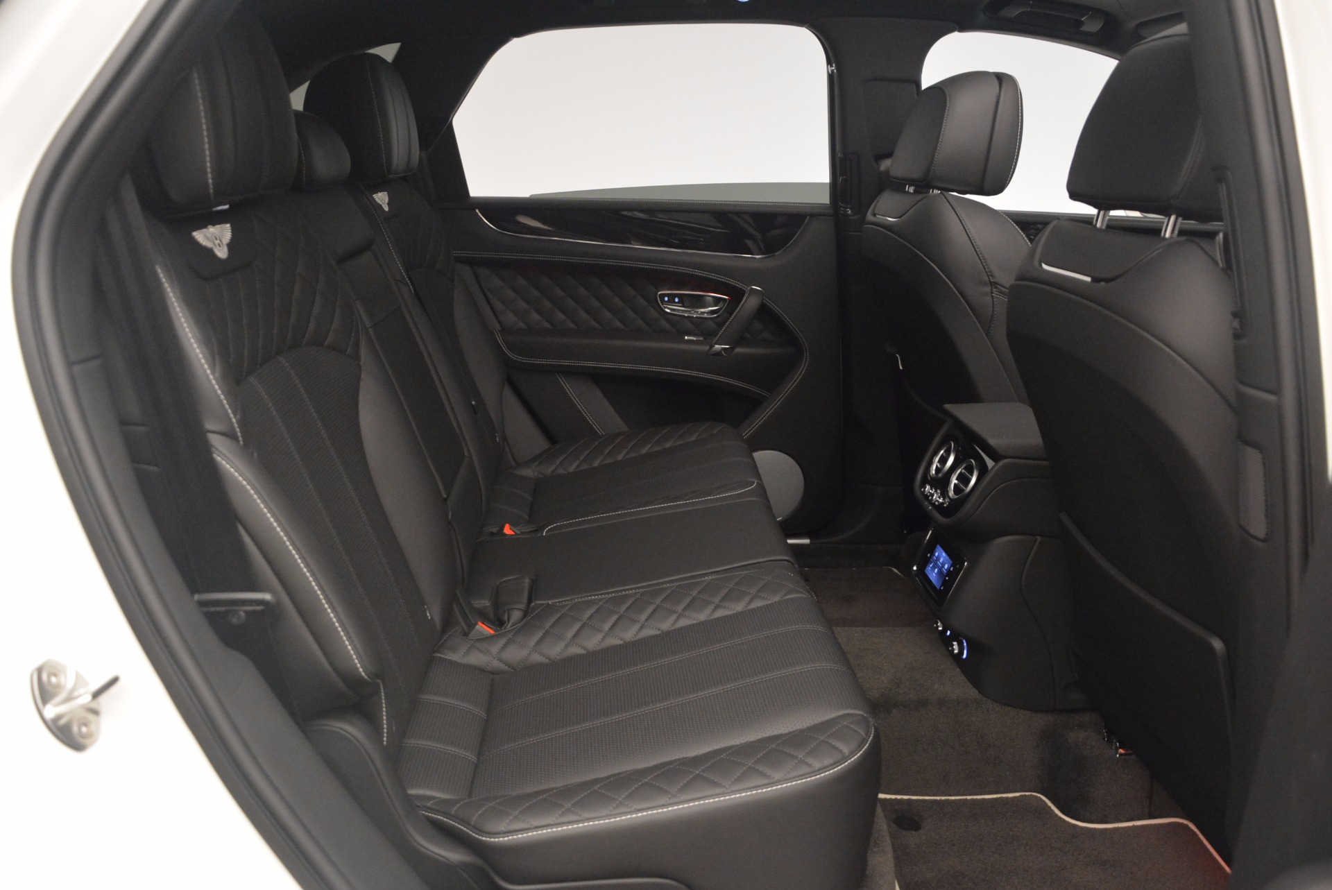 New 2018 Bentley Bentayga Black Edition For Sale In Greenwich, CT 1260_p48