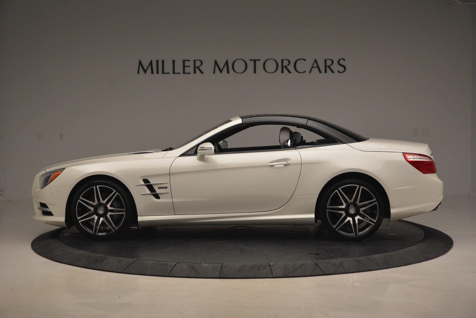 Used 2015 Mercedes Benz SL-Class SL 550 For Sale In Greenwich, CT 1261_p17