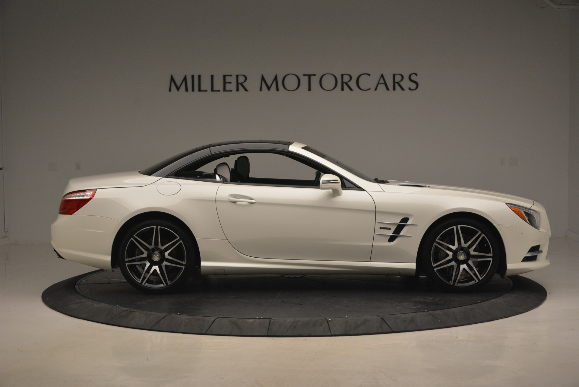Used 2015 Mercedes Benz SL-Class SL 550 For Sale In Greenwich, CT 1261_p23