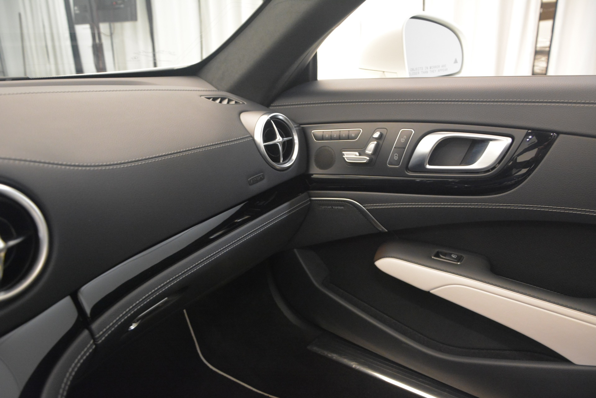 Used 2015 Mercedes Benz SL-Class SL 550 For Sale In Greenwich, CT 1261_p36