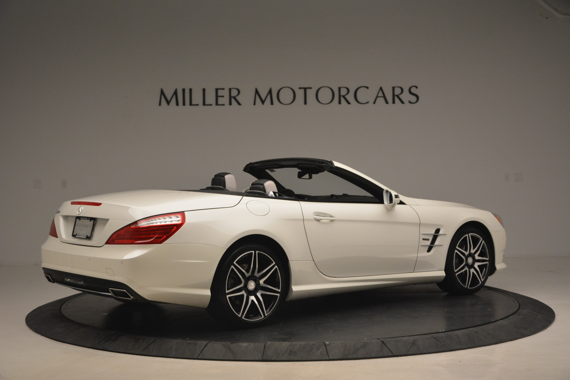 Used 2015 Mercedes Benz SL-Class SL 550 For Sale In Greenwich, CT 1261_p8
