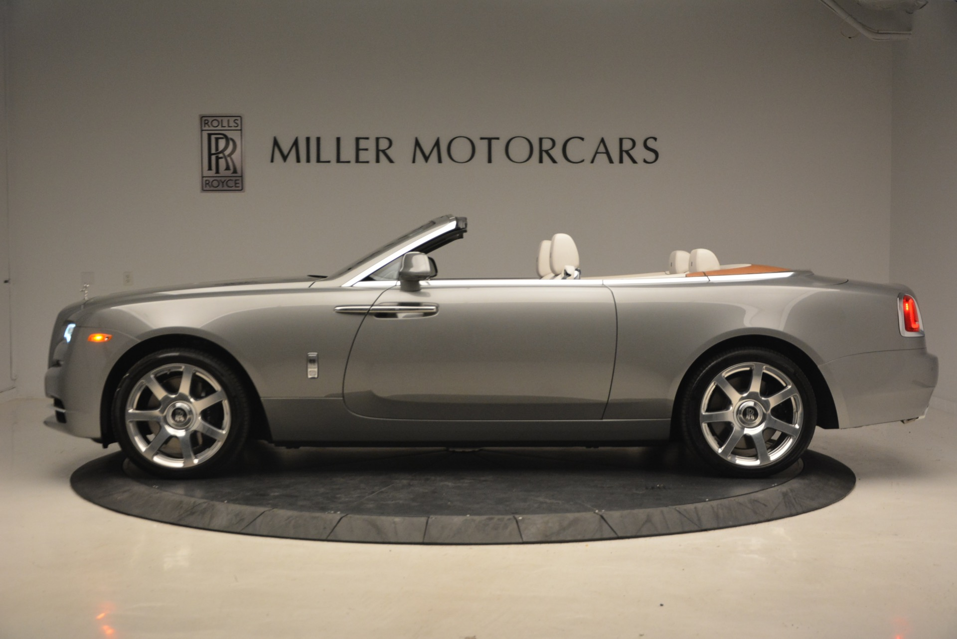 Used 2016 Rolls-Royce Dawn  For Sale In Greenwich, CT 1283_p3