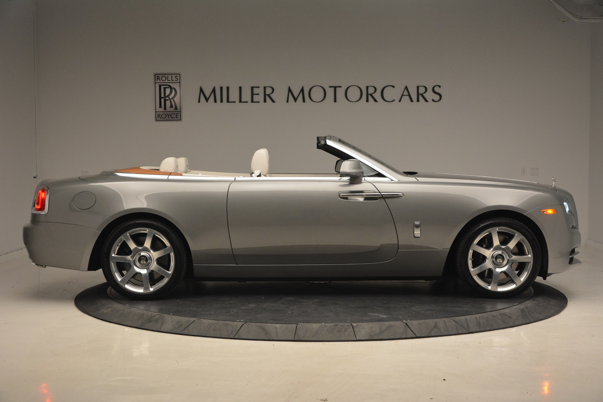 Used 2016 Rolls-Royce Dawn  For Sale In Greenwich, CT 1283_p9