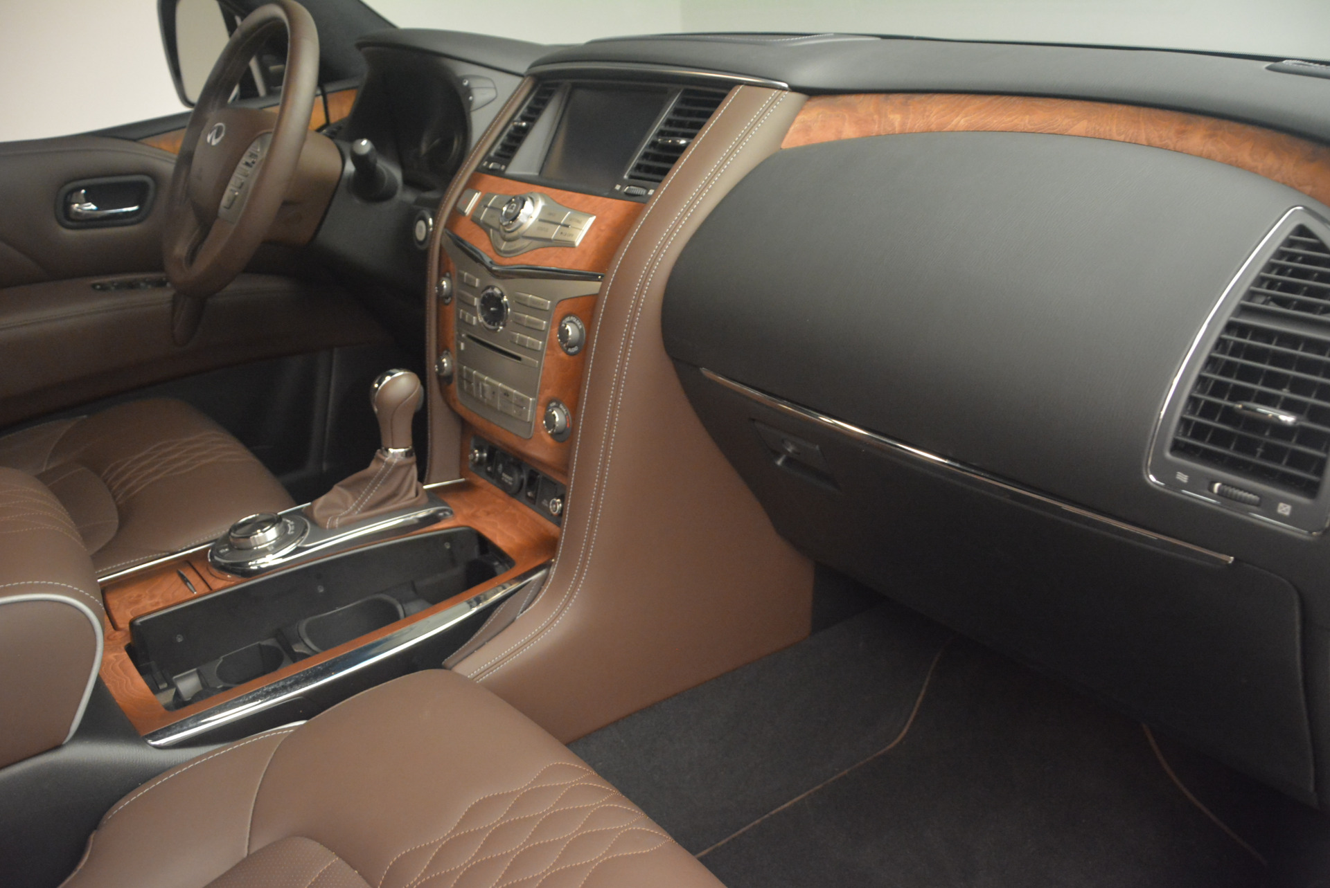 Used 2015 INFINITI QX80 Limited 4WD For Sale In Greenwich, CT 1289_p27