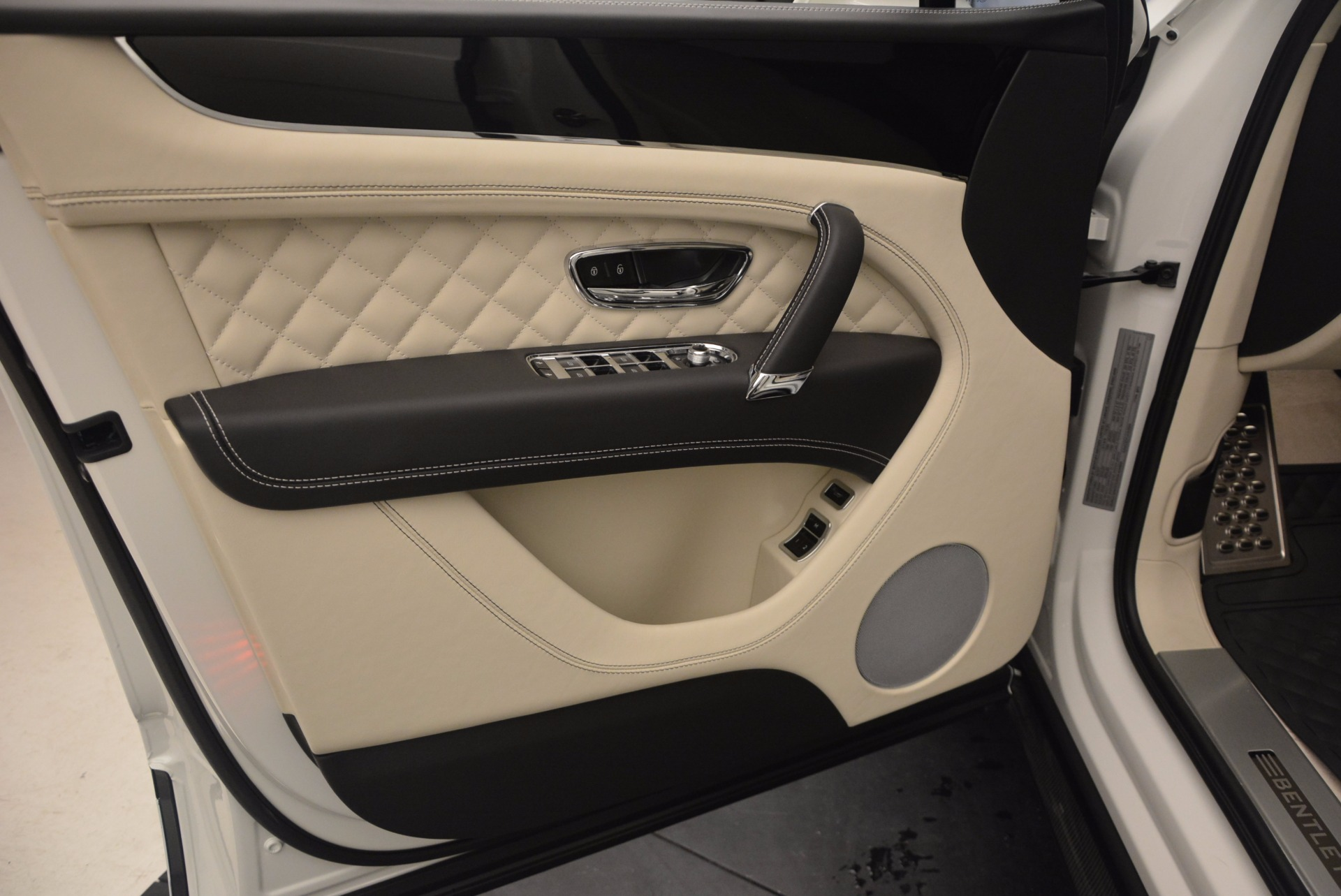 New 2018 Bentley Bentayga Black Edition For Sale In Greenwich, CT 1302_p28
