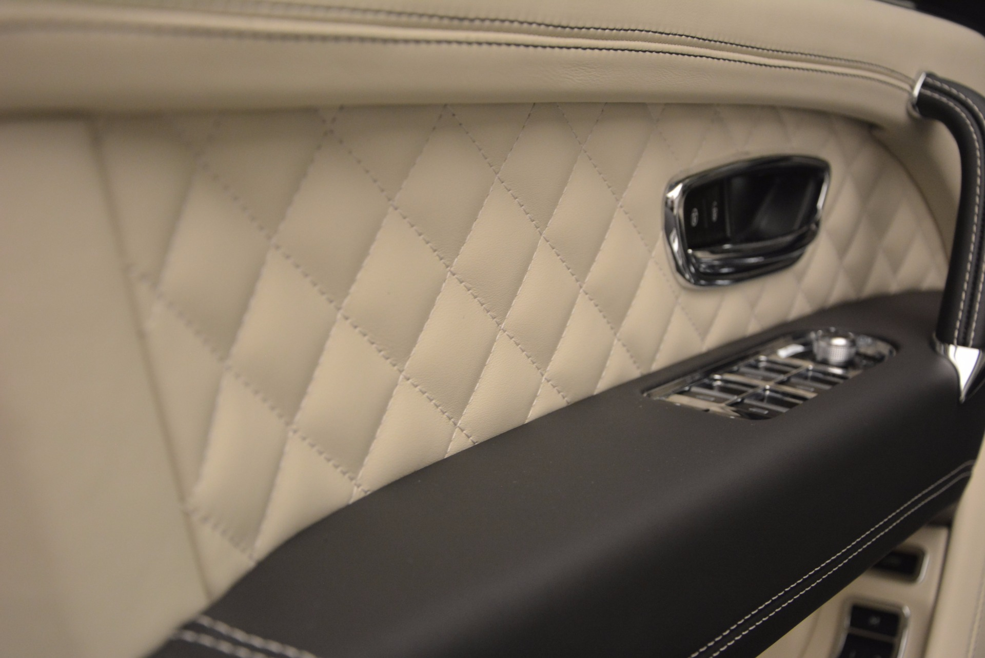 New 2018 Bentley Bentayga Black Edition For Sale In Greenwich, CT 1302_p29