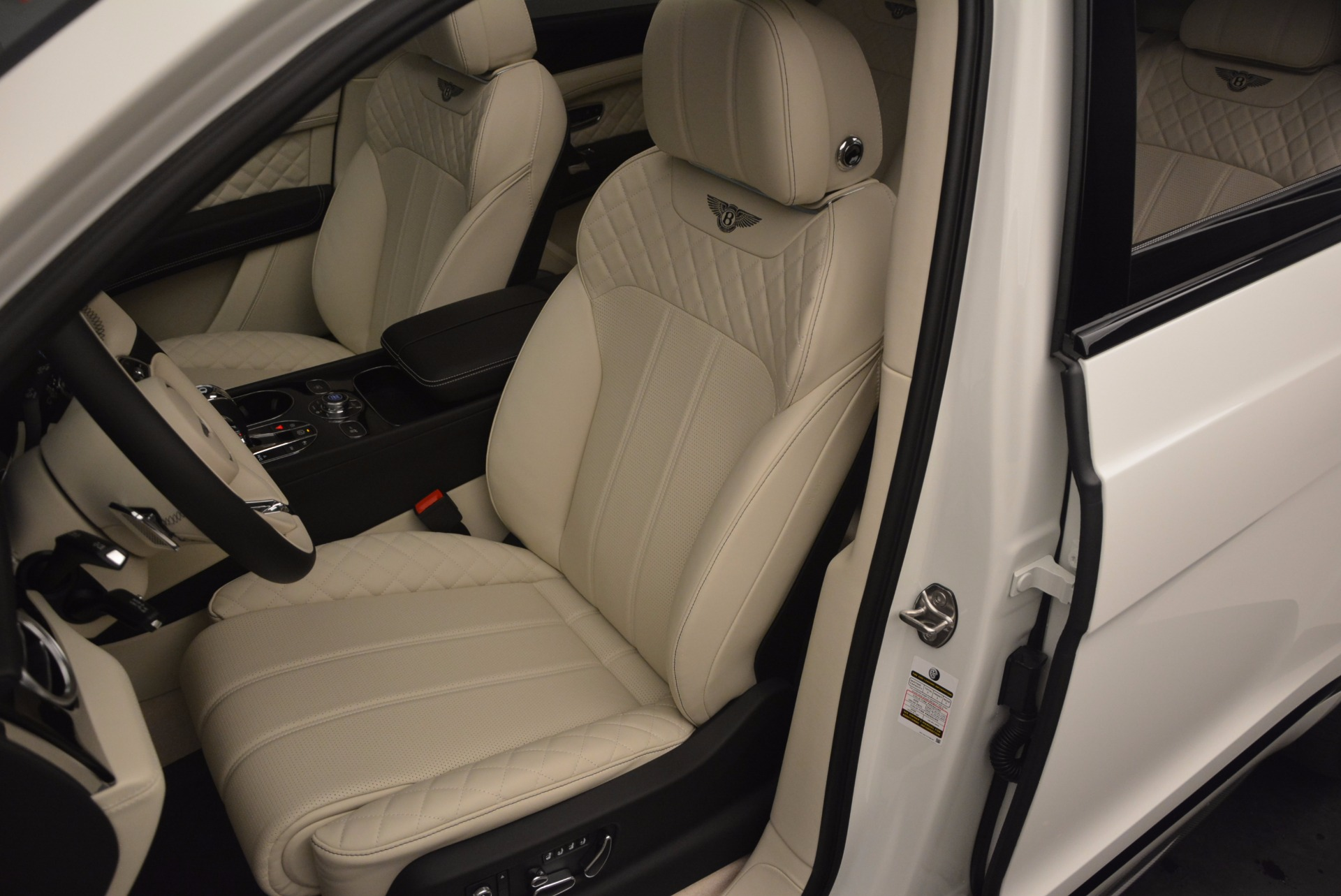 New 2018 Bentley Bentayga Black Edition For Sale In Greenwich, CT 1302_p30