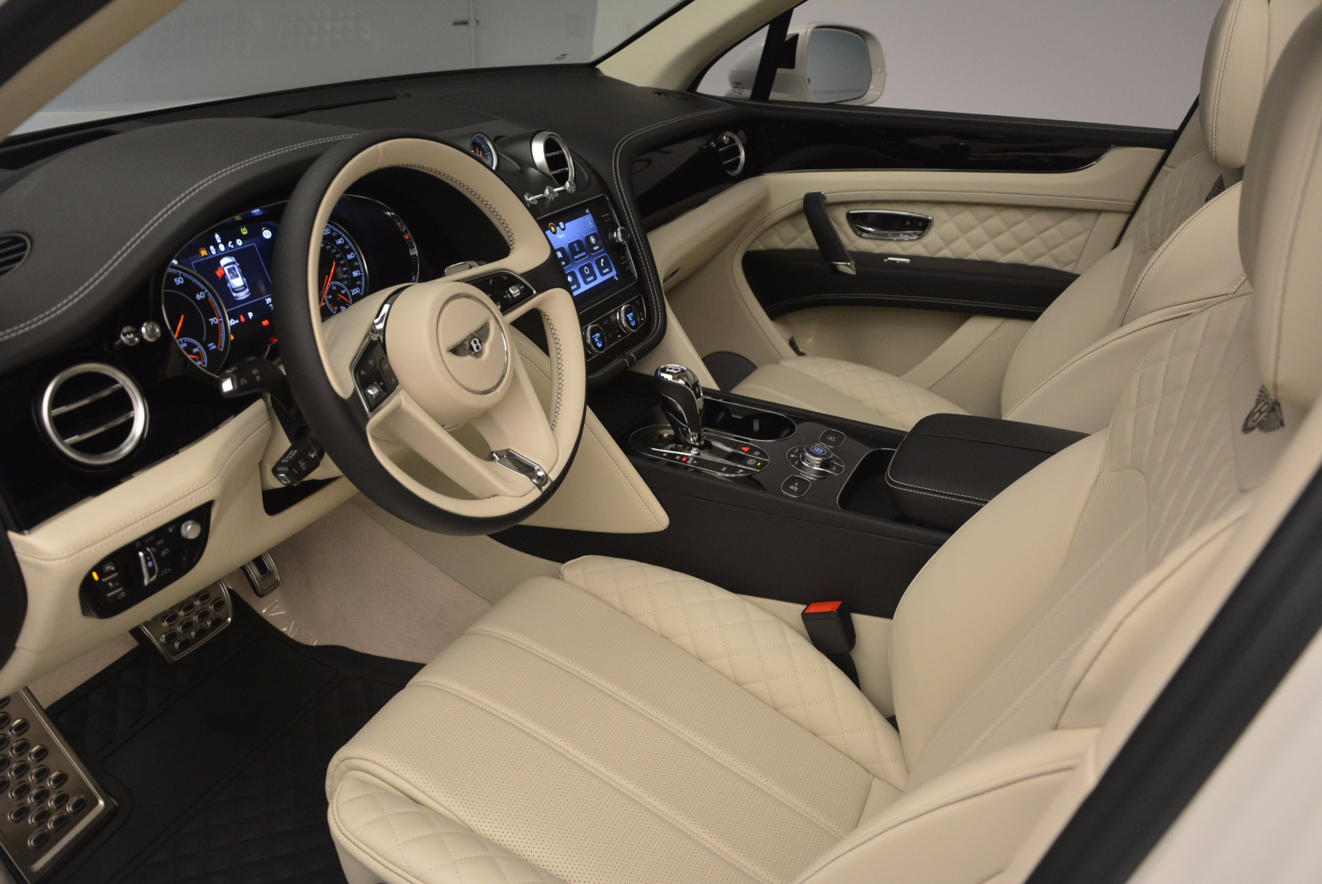 New 2018 Bentley Bentayga Black Edition For Sale In Greenwich, CT 1302_p32