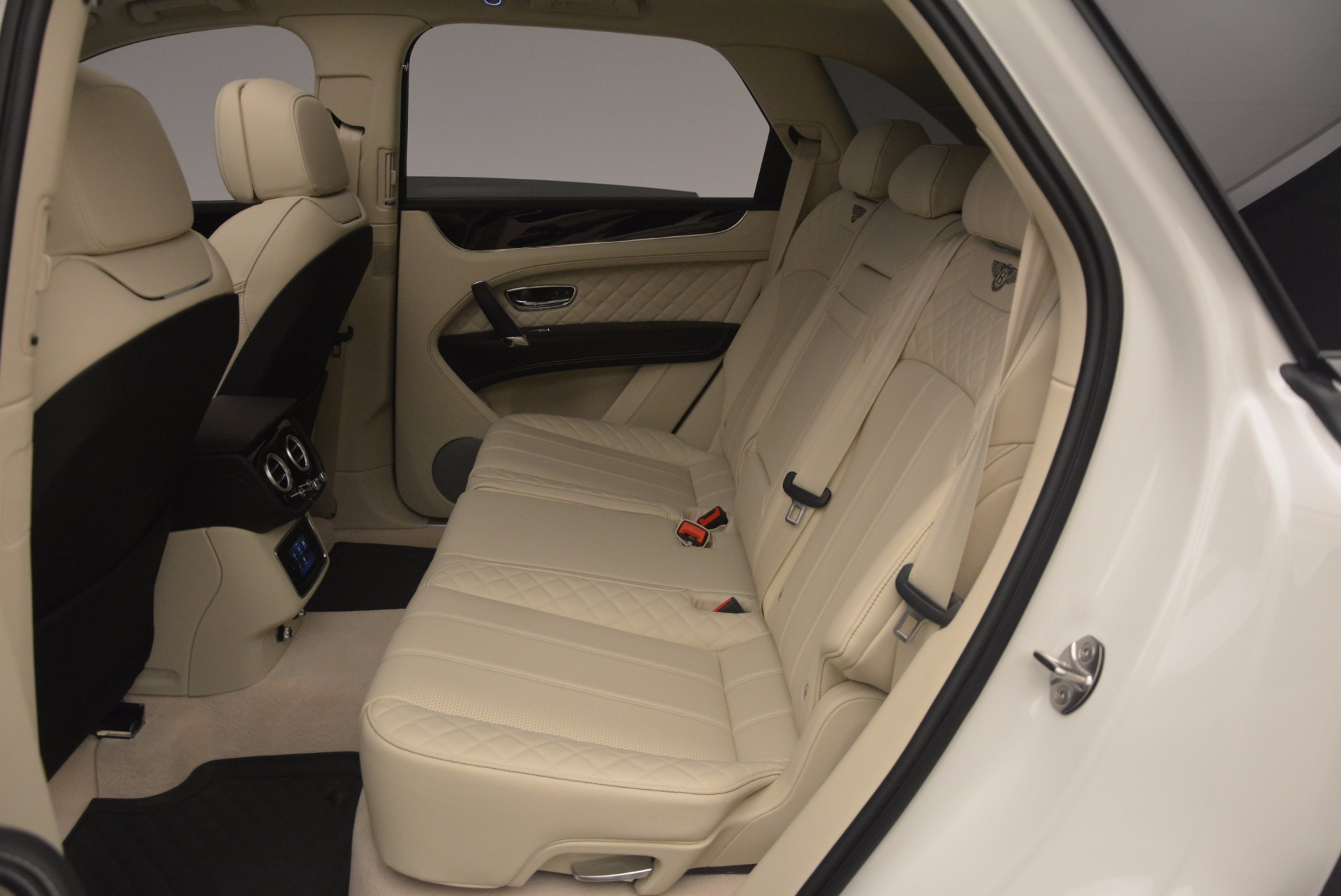 New 2018 Bentley Bentayga Black Edition For Sale In Greenwich, CT 1302_p37