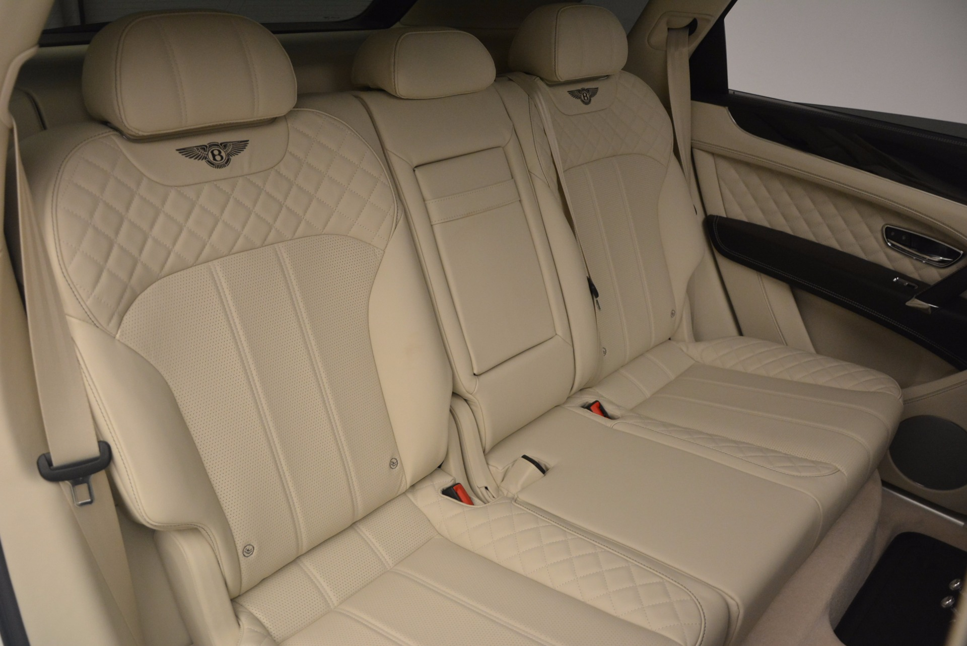 New 2018 Bentley Bentayga Black Edition For Sale In Greenwich, CT 1302_p46