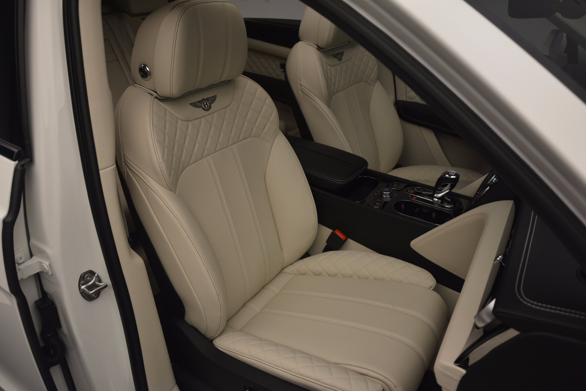 New 2018 Bentley Bentayga Black Edition For Sale In Greenwich, CT 1302_p48