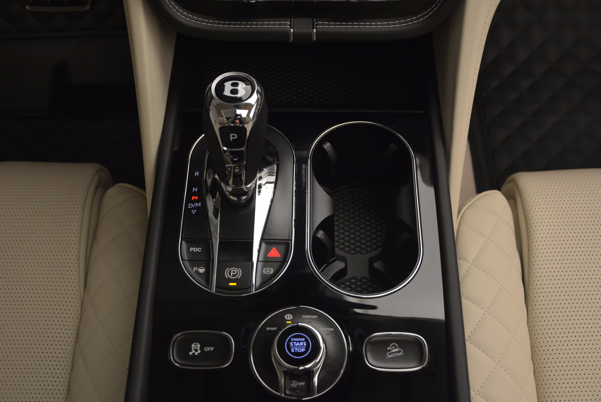 New 2018 Bentley Bentayga Black Edition For Sale In Greenwich, CT 1302_p56