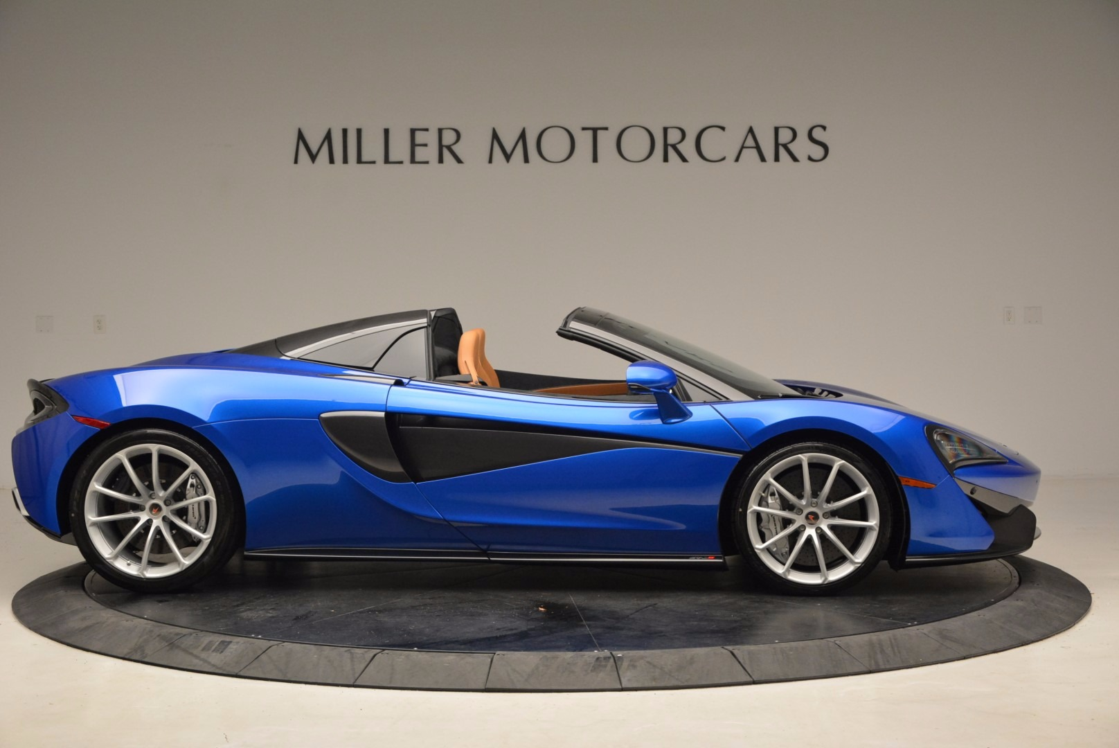 Used 2018 McLaren 570S Spider For Sale In Greenwich, CT 1303_p9