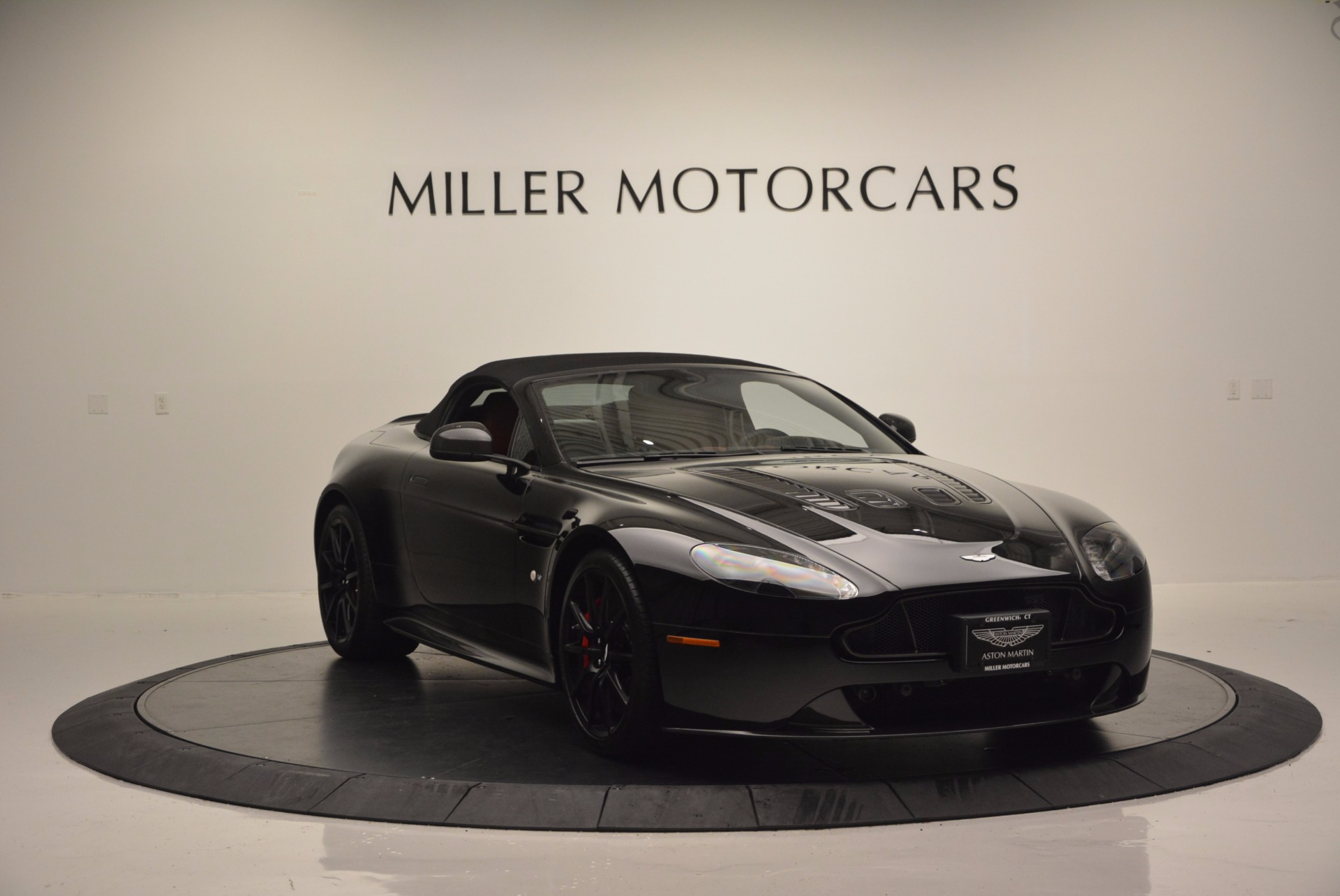 Used 2015 Aston Martin V12 Vantage S Roadster For Sale In Greenwich, CT 1335_p17
